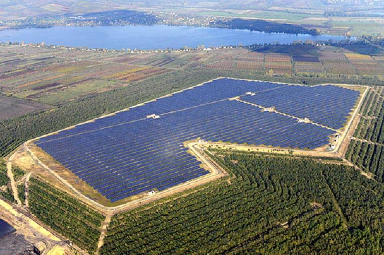 Az állam megveszi Mészáros Lőrinctől az ország legnagyobb naperőművét