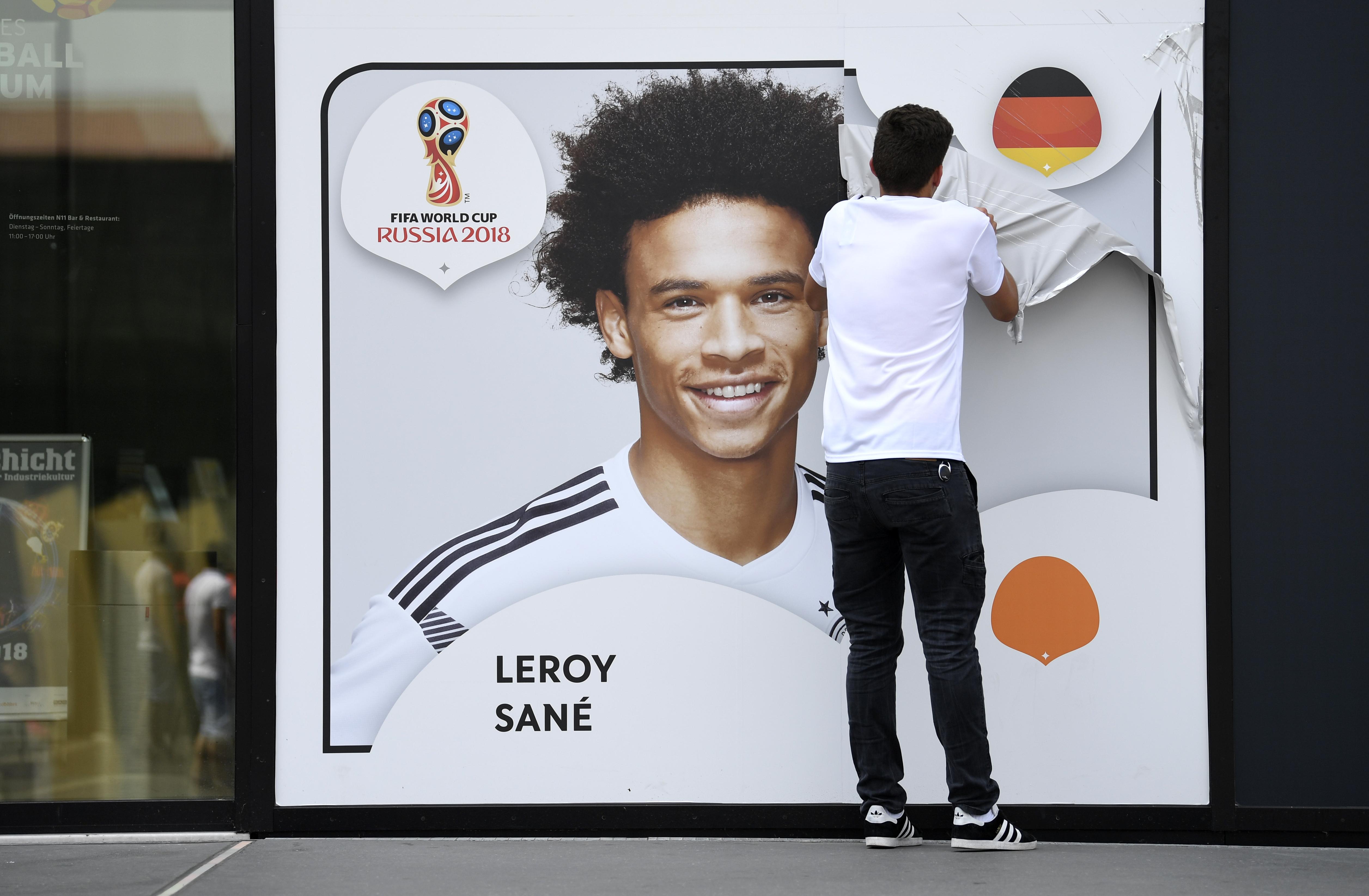 Az angol bajnokság legjobb fiatal játékosa volt, de nem fért be a német világbajnoki keretbe