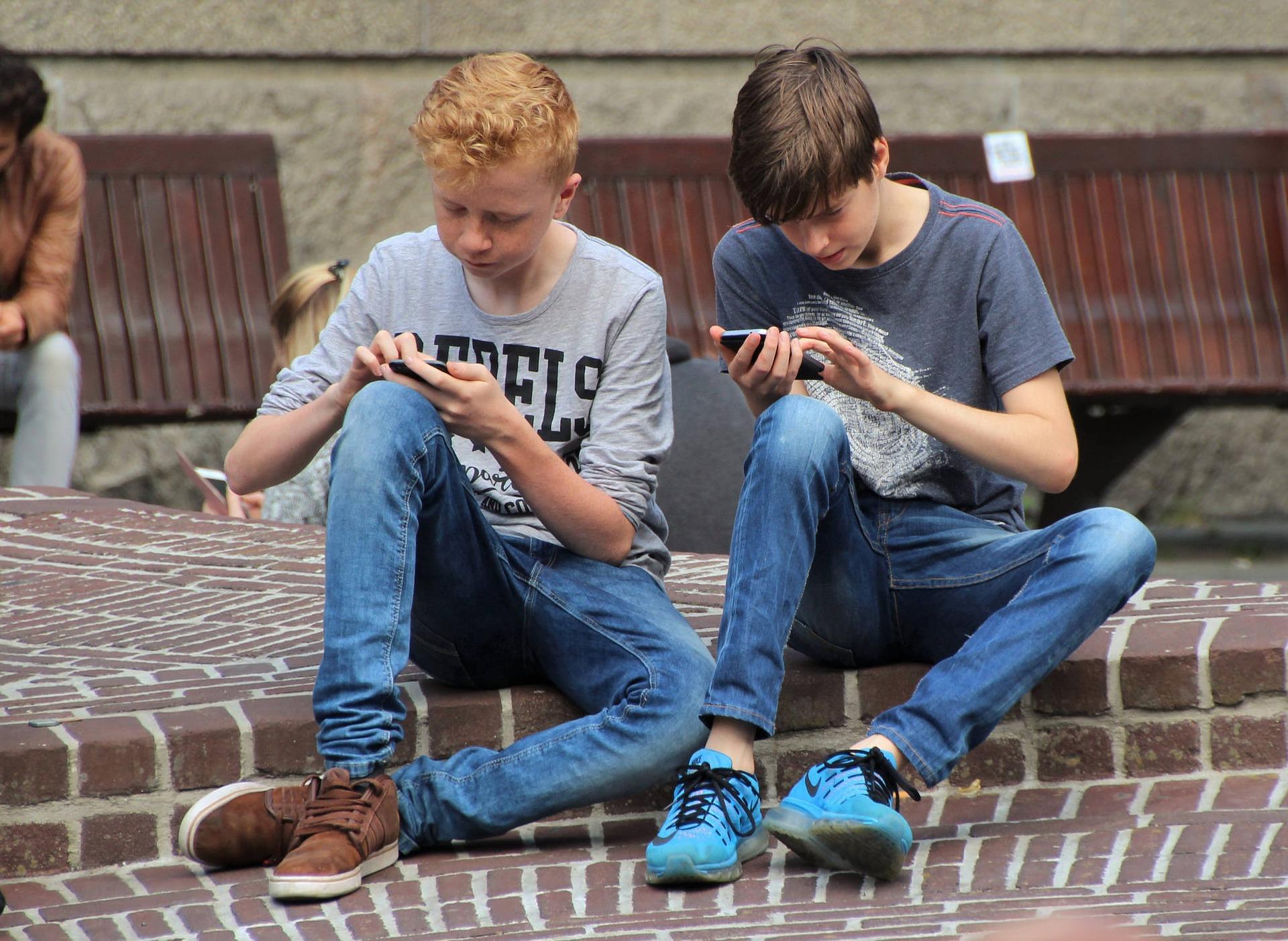 Rehabra küldené a súlyos telefonfüggő tinédzsereket egy új olasz törvényjavaslat