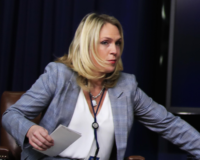 Pár hét után csak kirúgták Trump McCain szenátor haldoklásával viccelődő tanácsadóját