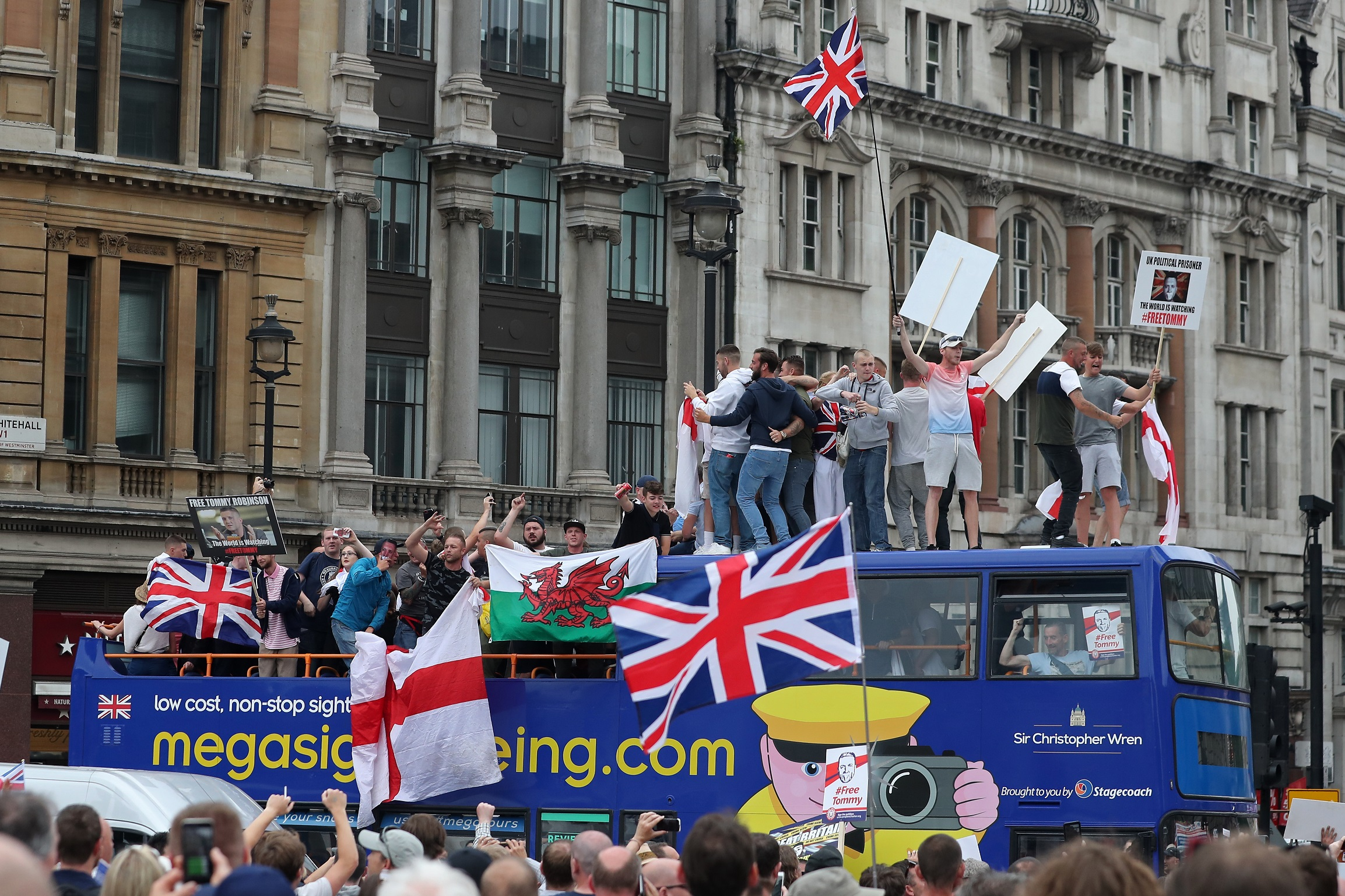 Tommy Robinson szabadon engedéséért tüntettek Londonban