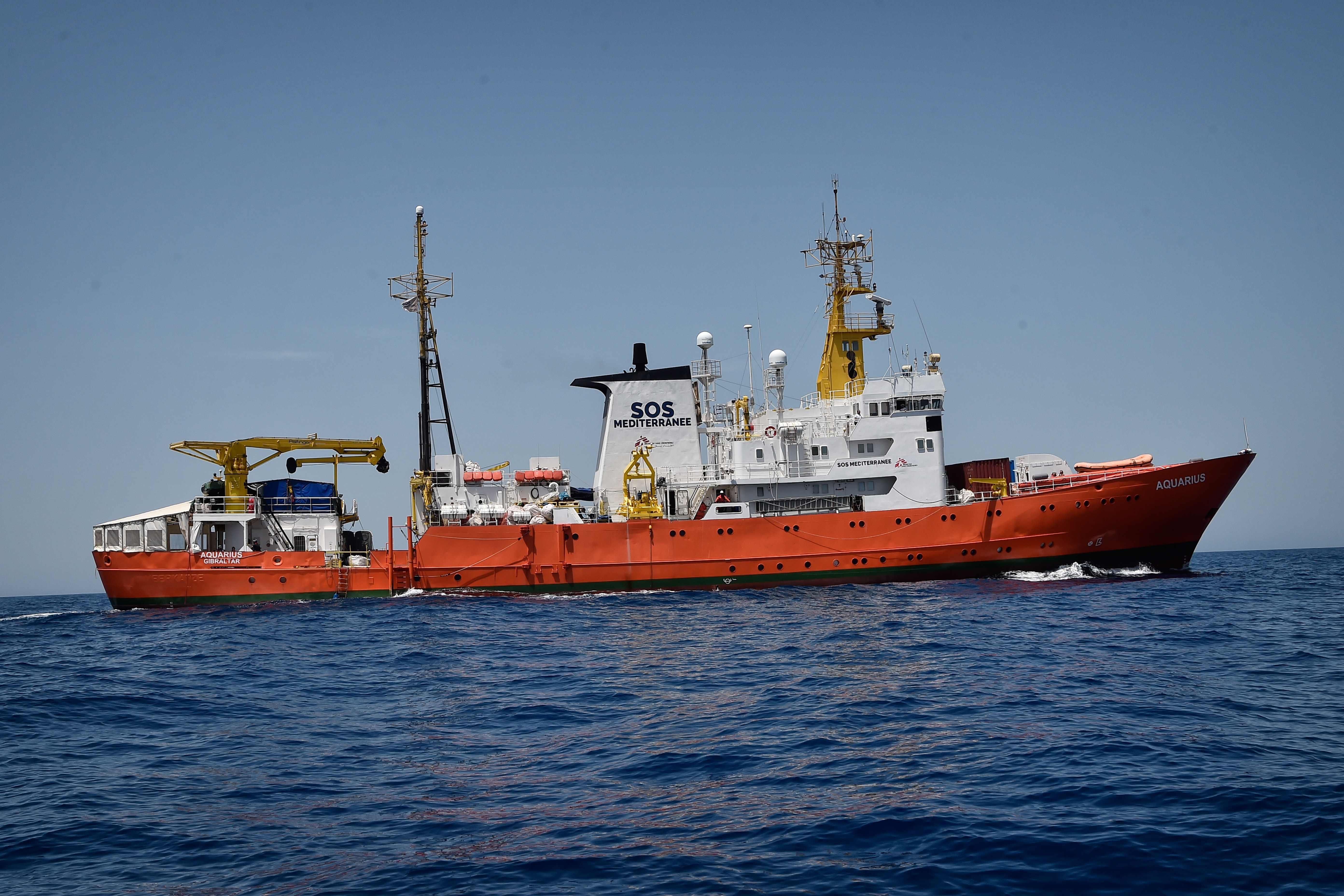 Korzika is felajánlotta segítségét a menekülteket szállító Aquariusnak