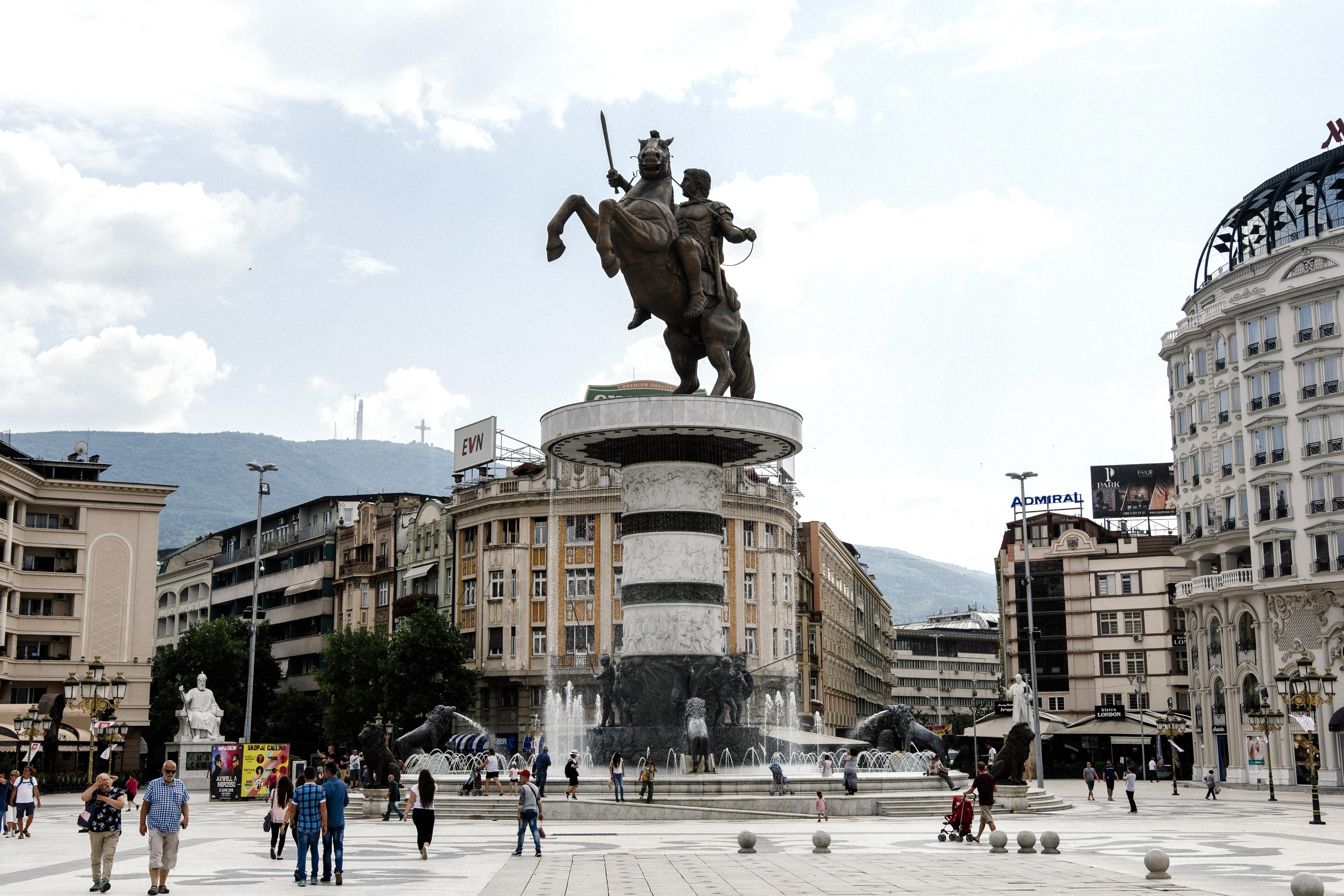 27 évnyi viszály ér véget: Észak-Macedónia lett a macedón állam neve