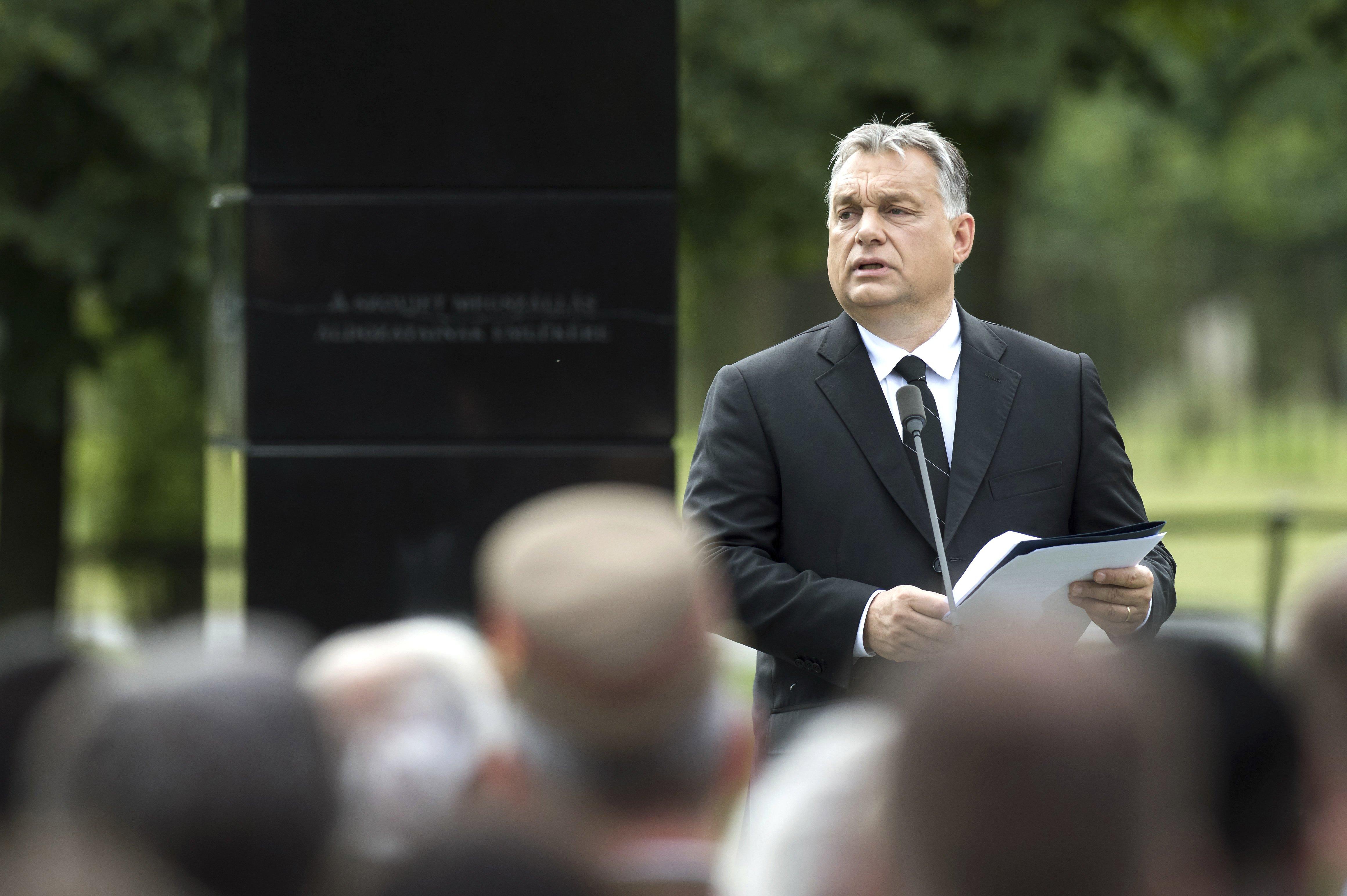 Orbán: A zavaros gondolatokat a határainkon kívül kell tartanunk