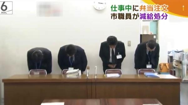 Egy 64 éves japán közalkalmazottat megbüntettek, mert 3 perccel korábban járt el ebédelni