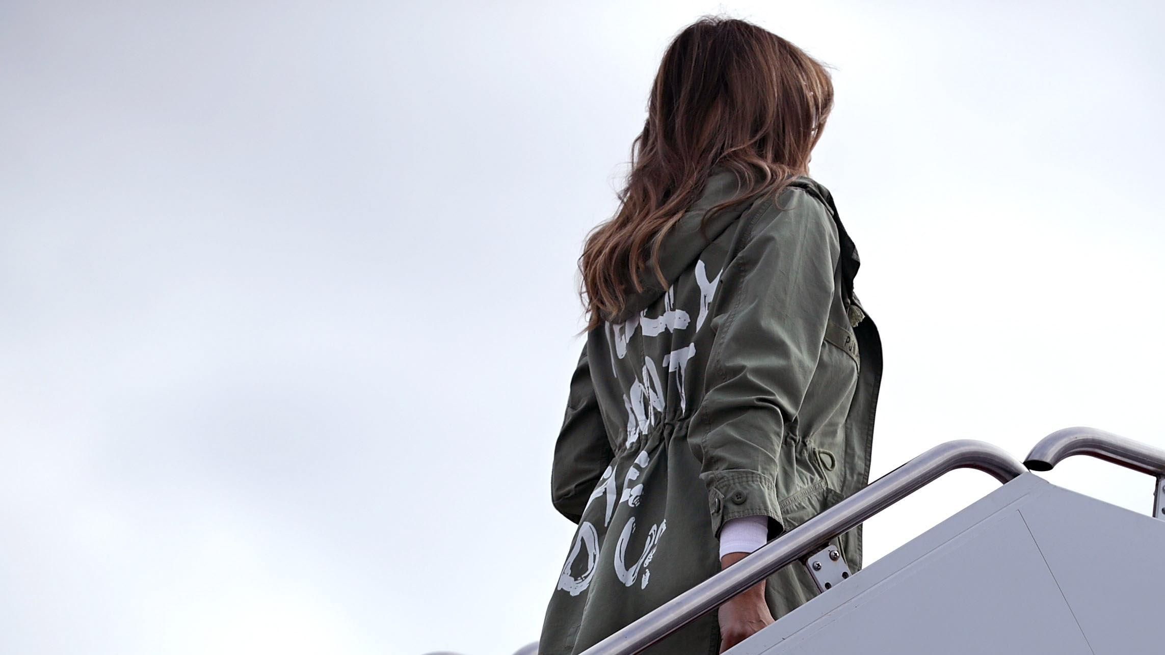 """Mégiscsak jelentett valamit Melania Trump kabátján az """"Engem igazán nem érdekel""""-felirat"""