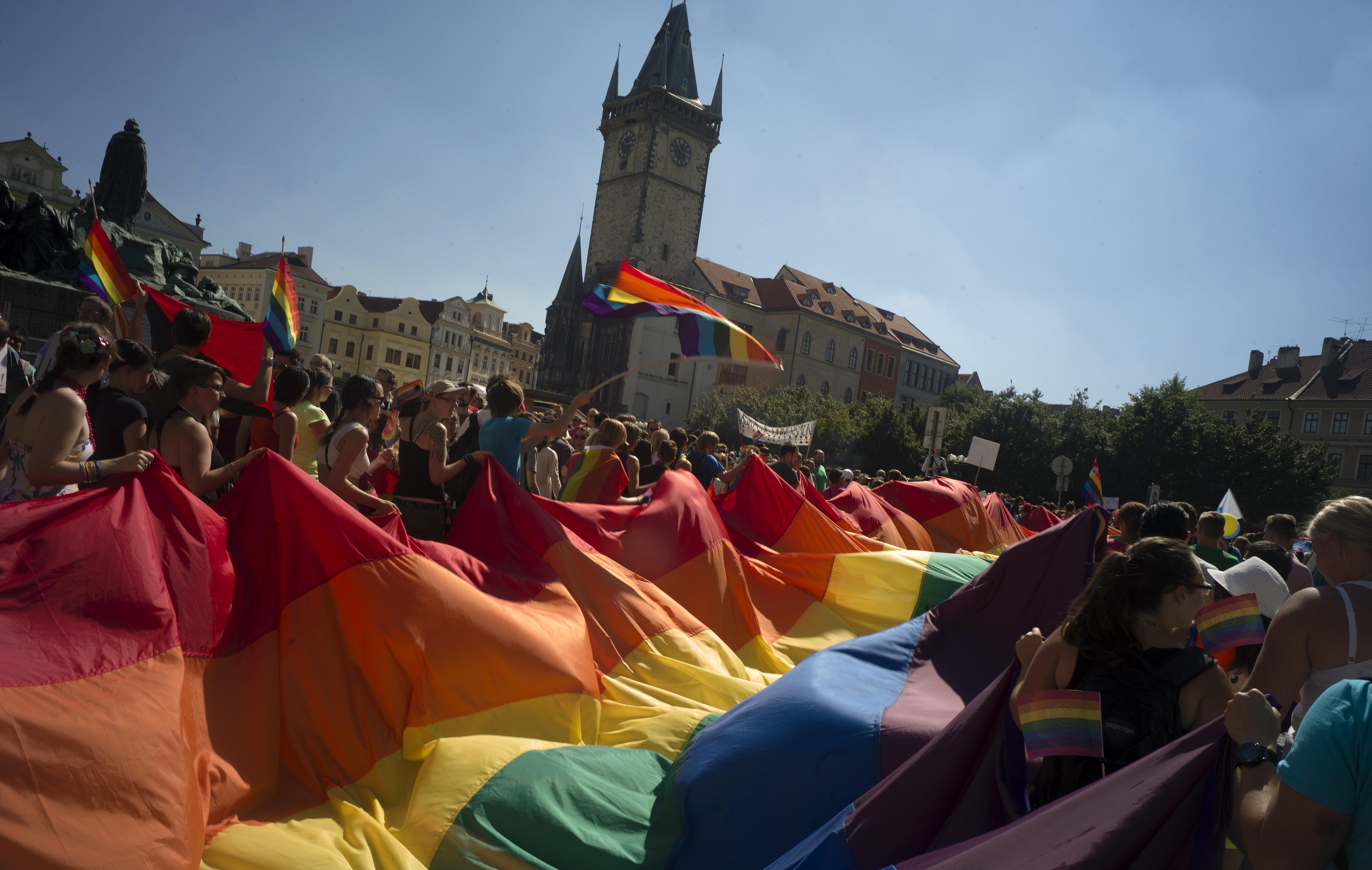 A cseh kormány támogatja az azonos neműek házasságának legalizálását