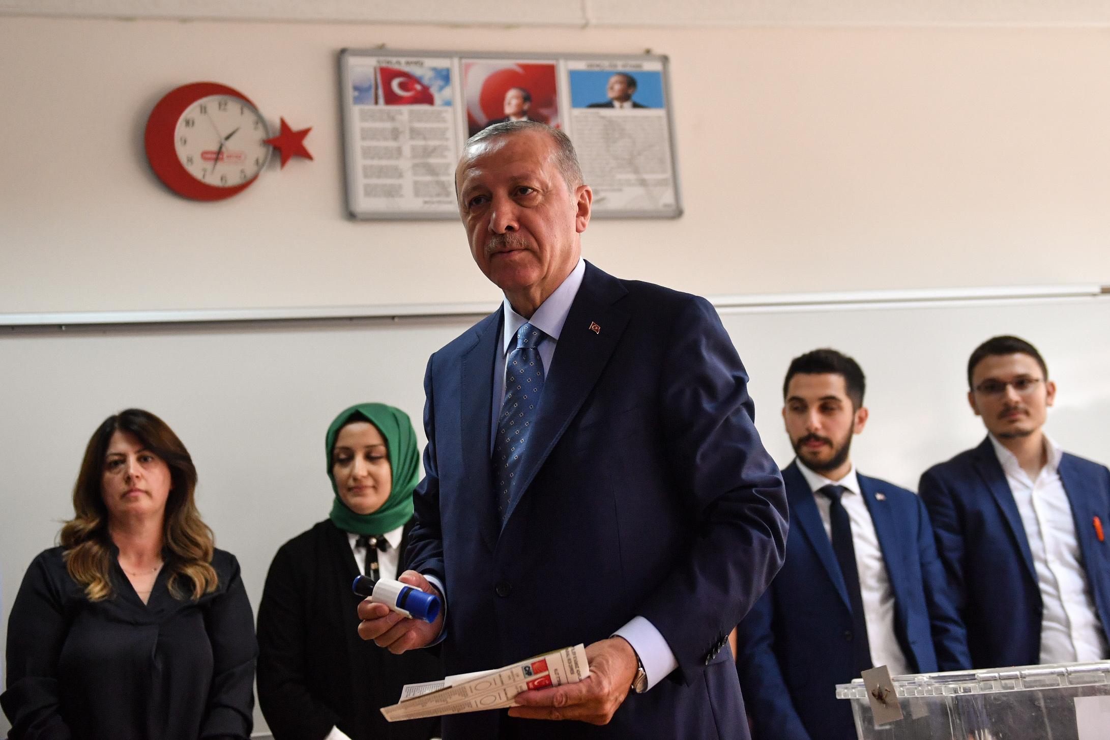 Követendő példa: a vejét tette meg az államkincstár élére Erdogan