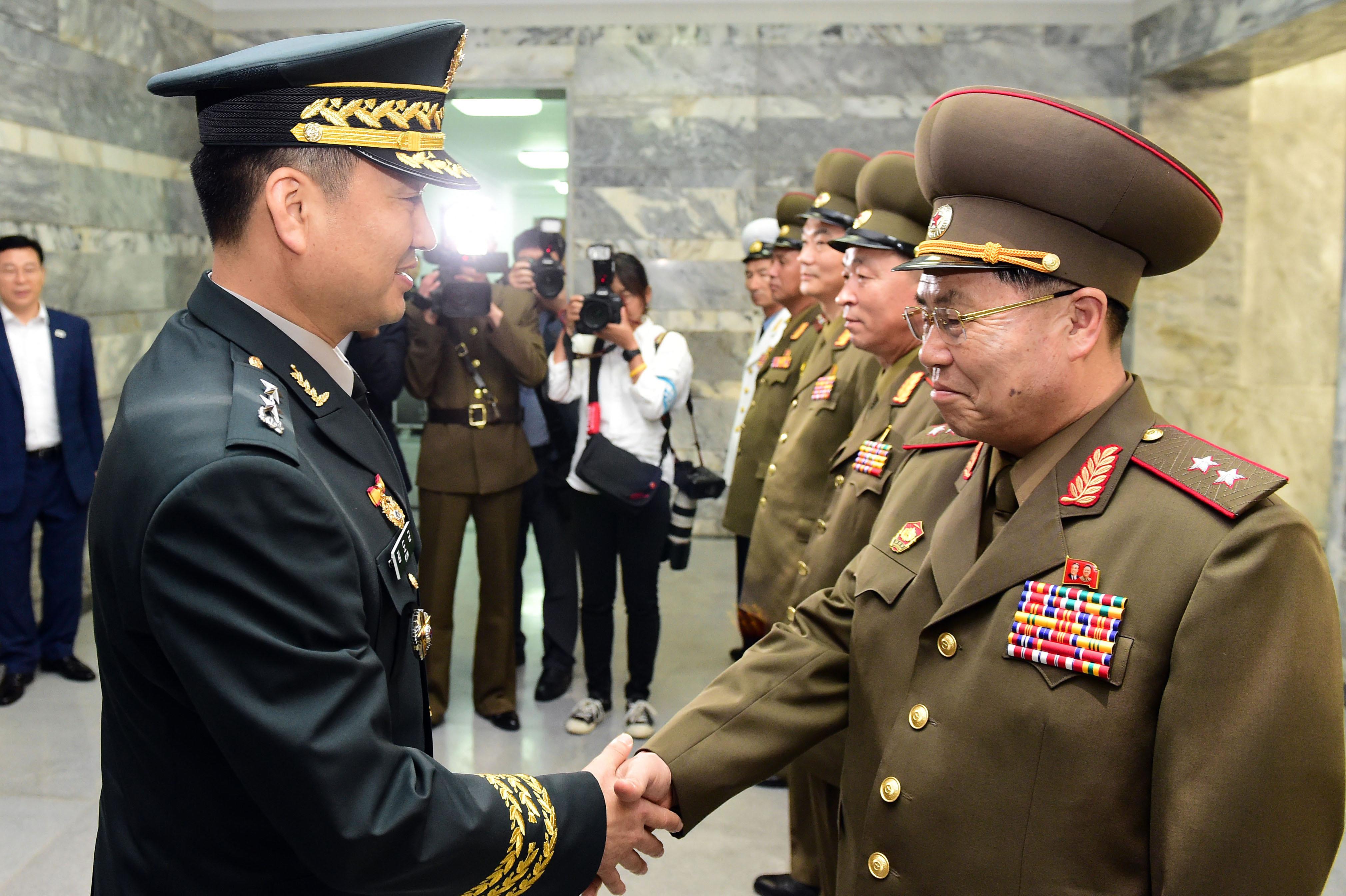 Faxokon indulhat újra a párbeszéd a két Korea hadserege között