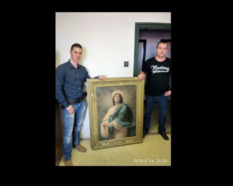 Egy kecskeméti férfi egy fémrácson is átküzdötte magát, csak hogy ellopjon egy Jézust ábrázoló szentképet