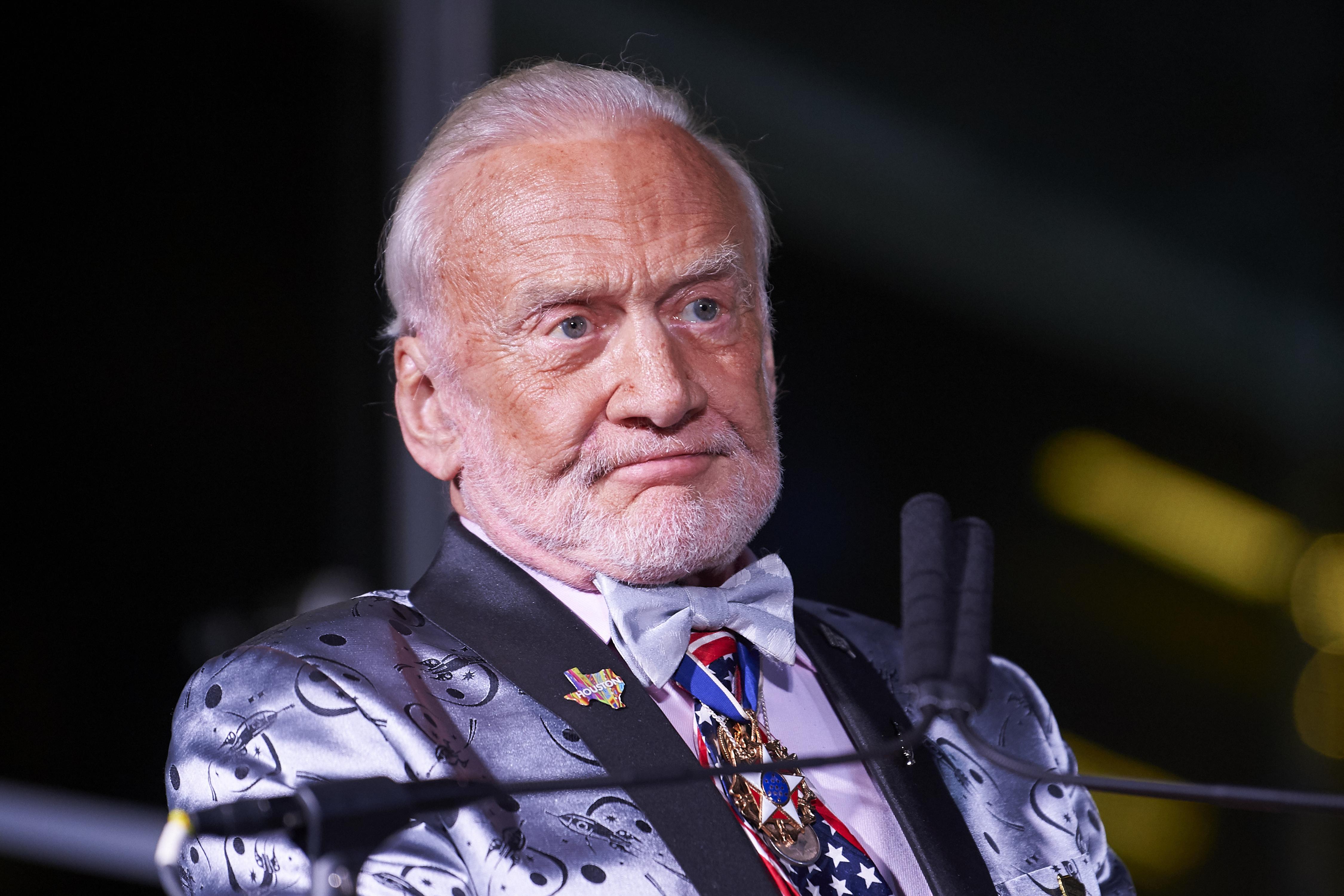 Buzz Aldrin begurult, mert a gyerekei el akarják tőle perelni a pénzét és a milliókat érő űrrelikviáit