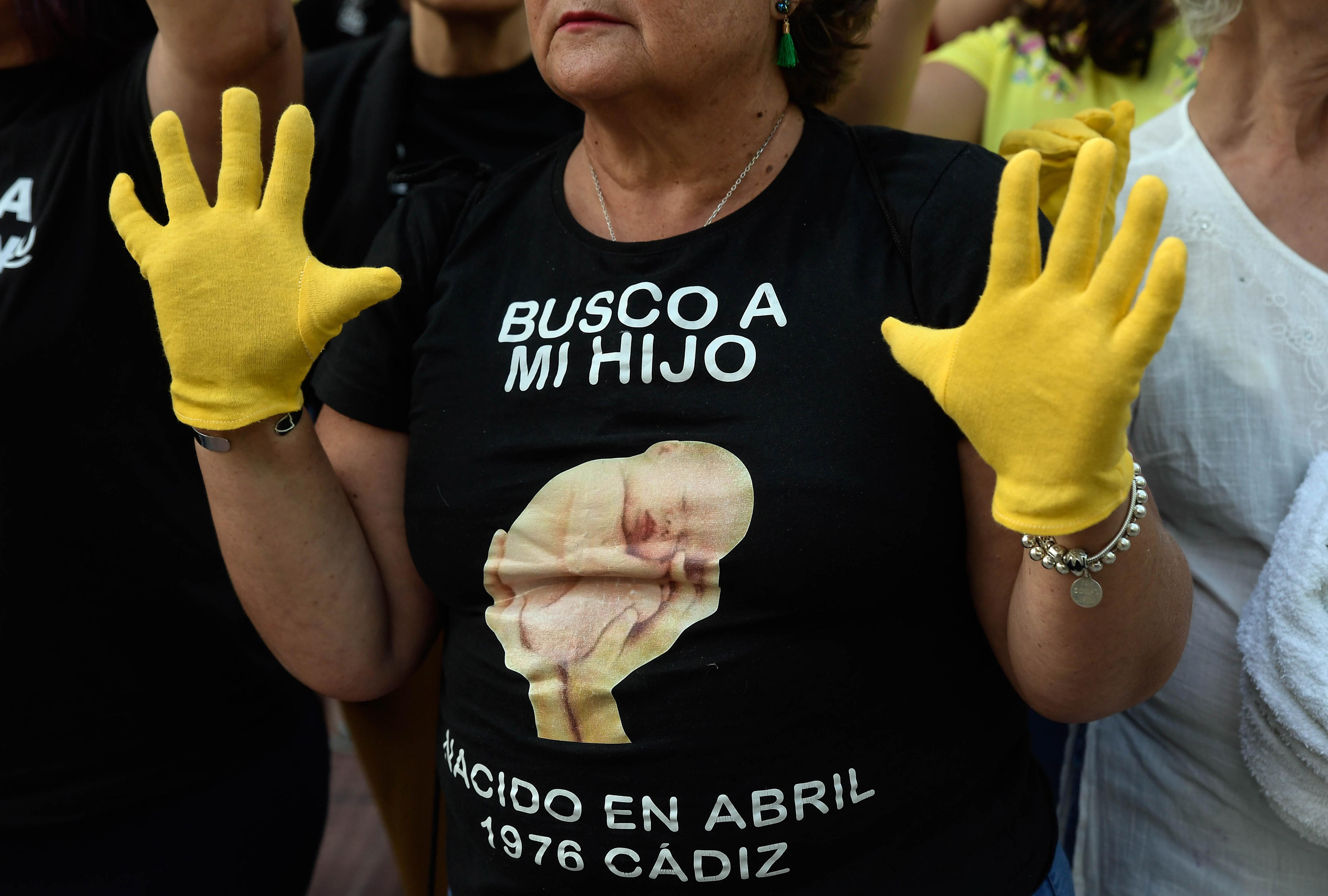 Újszülöttek ezreit rabolták el Spanyolországban, a szüleiknek azt mondták, meghaltak