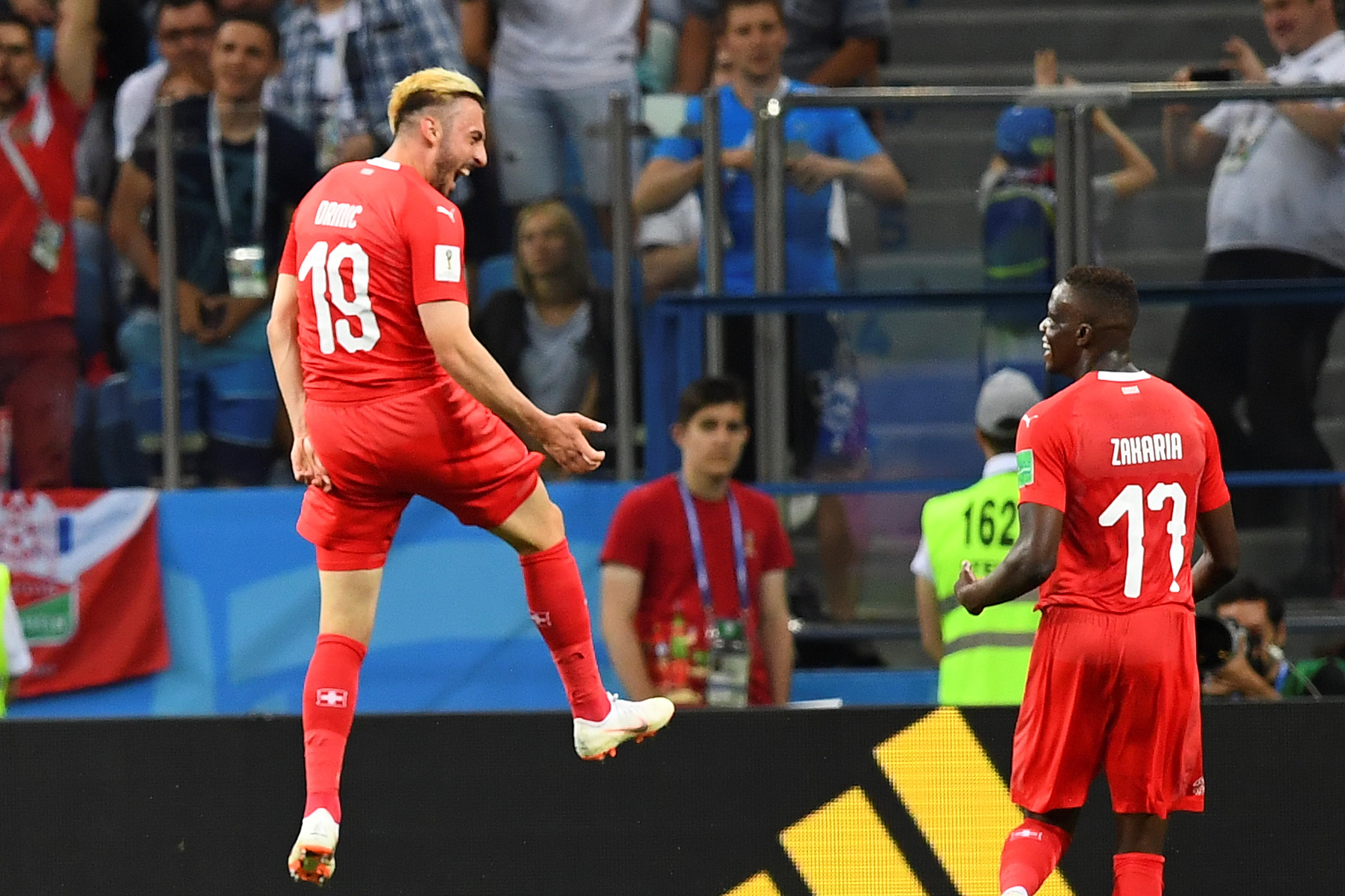 Svájc inkább a kapusára bízta az utolsó csoportmeccset Costa Rica ellen, az amerikaiaknak pedig összejött végre a vébégól