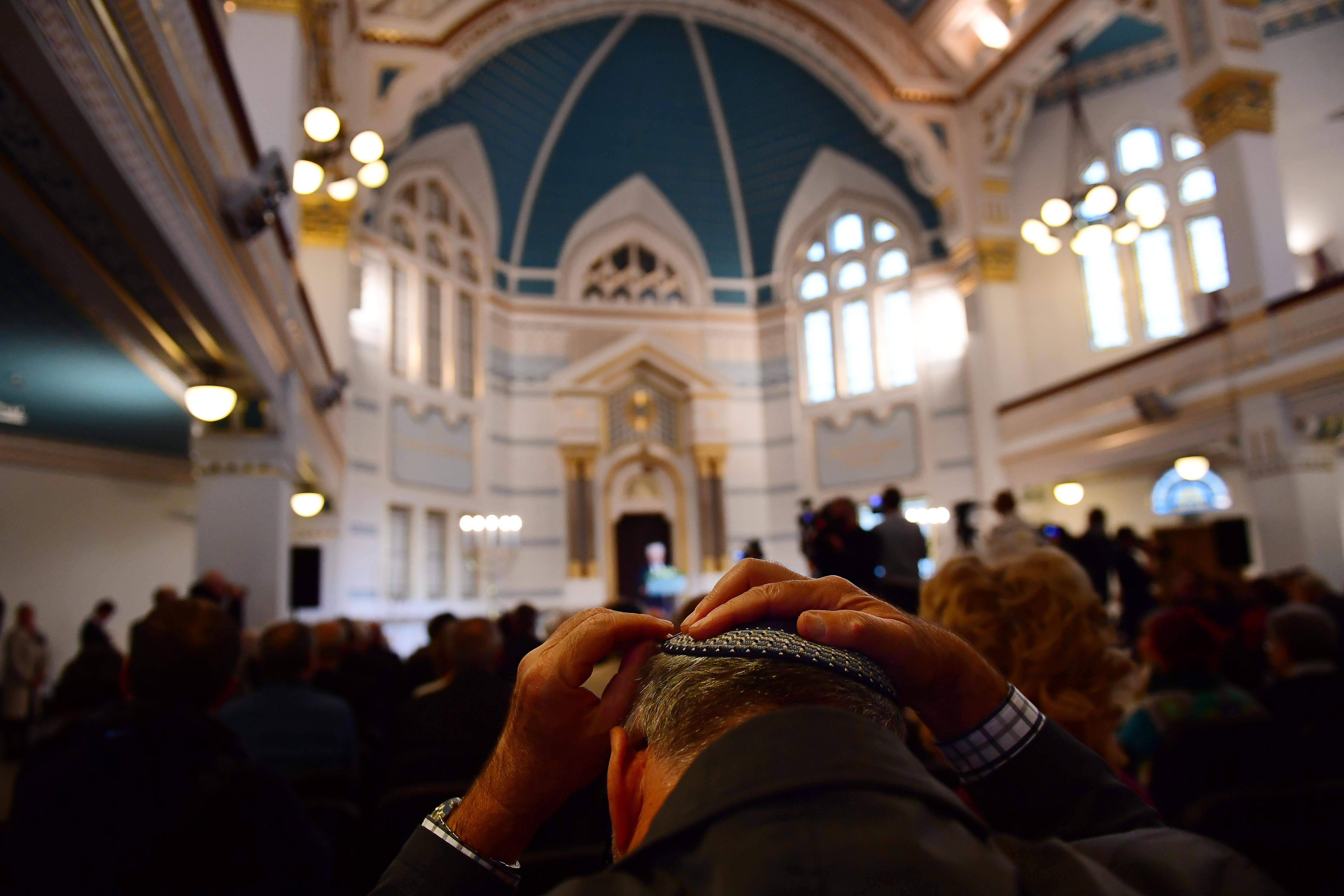 Elvétve szavaznak a jobboldalra, sokan európai polgárként  tekintenek magukra: felmérték a magyar zsidók helyzetét