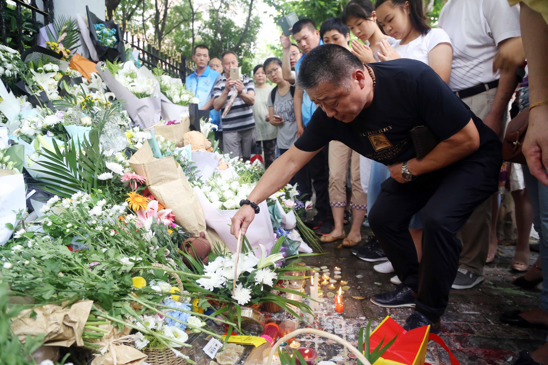 Egy, az életével elégedetlen kínai férfi halálra késelt két iskolást Sanghajban
