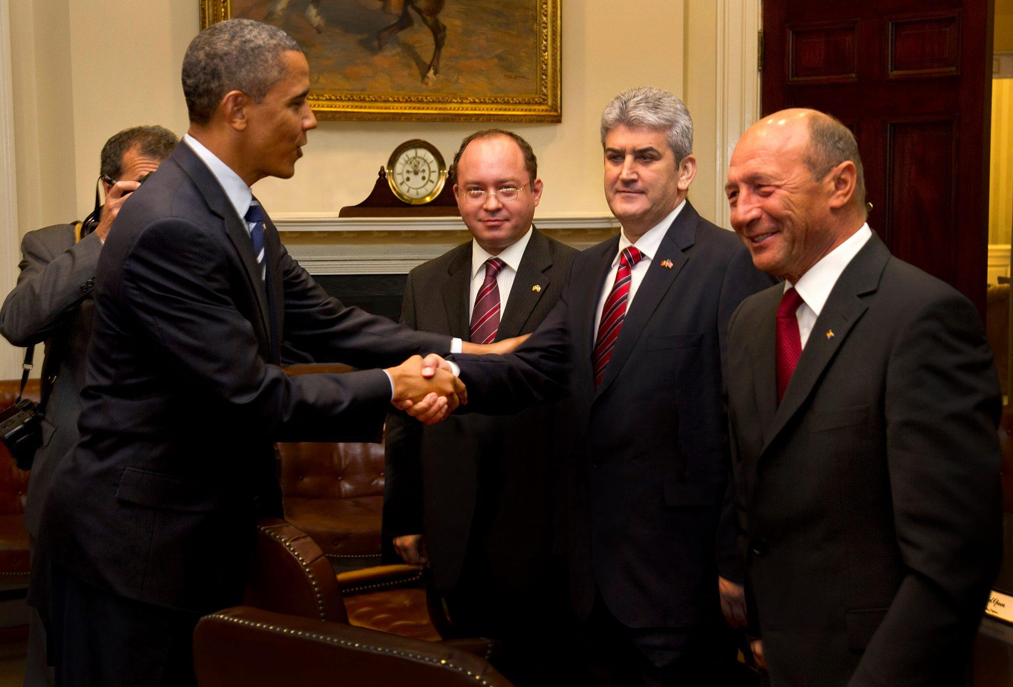 Az egykori román miniszterelnök-helyettes hamisított egy fotót, amin épp kezet fog Obamával