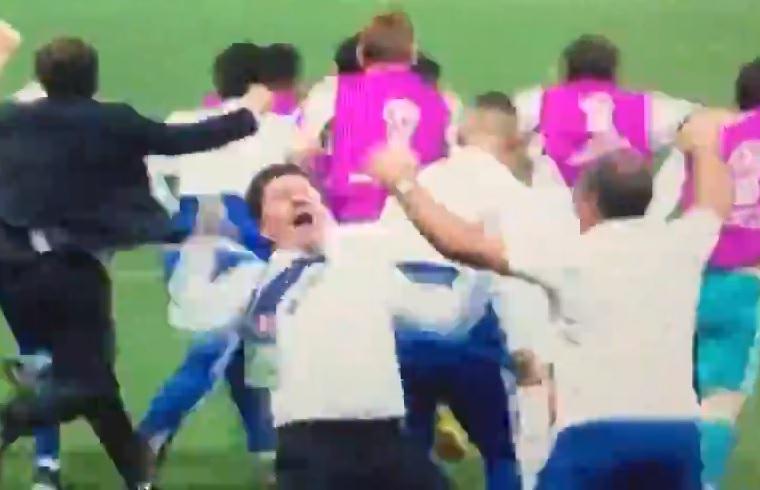 Az életnek végig olyannak kellene lennie, mint amilyen ennek az orosz férfinak a győzelmi tánca