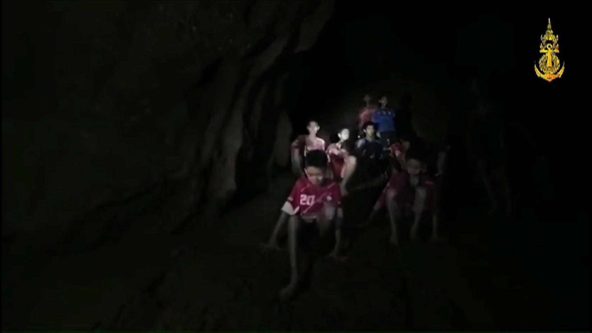 A thai focicsapat csak egy órát szeretett volna a barlangban tölteni, 18 nap lett belőle