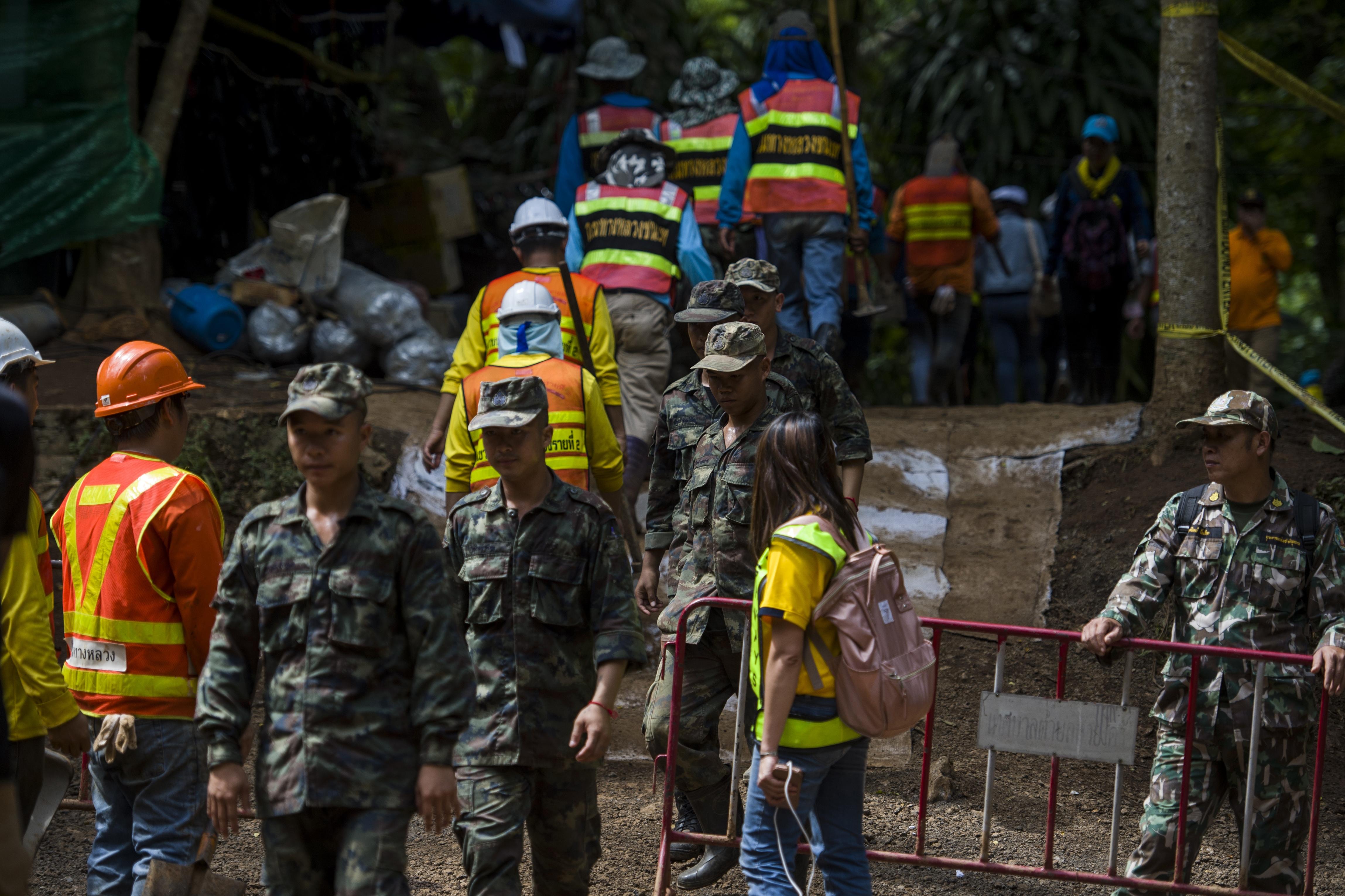 Meghalt egy búvár a thaiföldi barlangnál