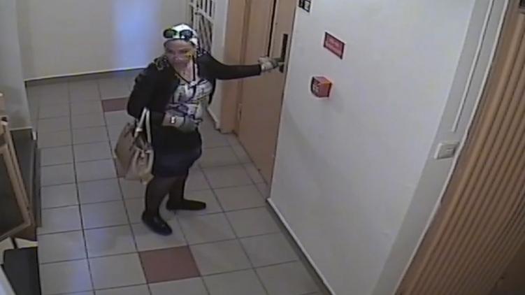 A trükkös lopások netovábbja: az idős nő unokájának adta ki magát az újpalotai tolvaj, hazakísérte, meglopta