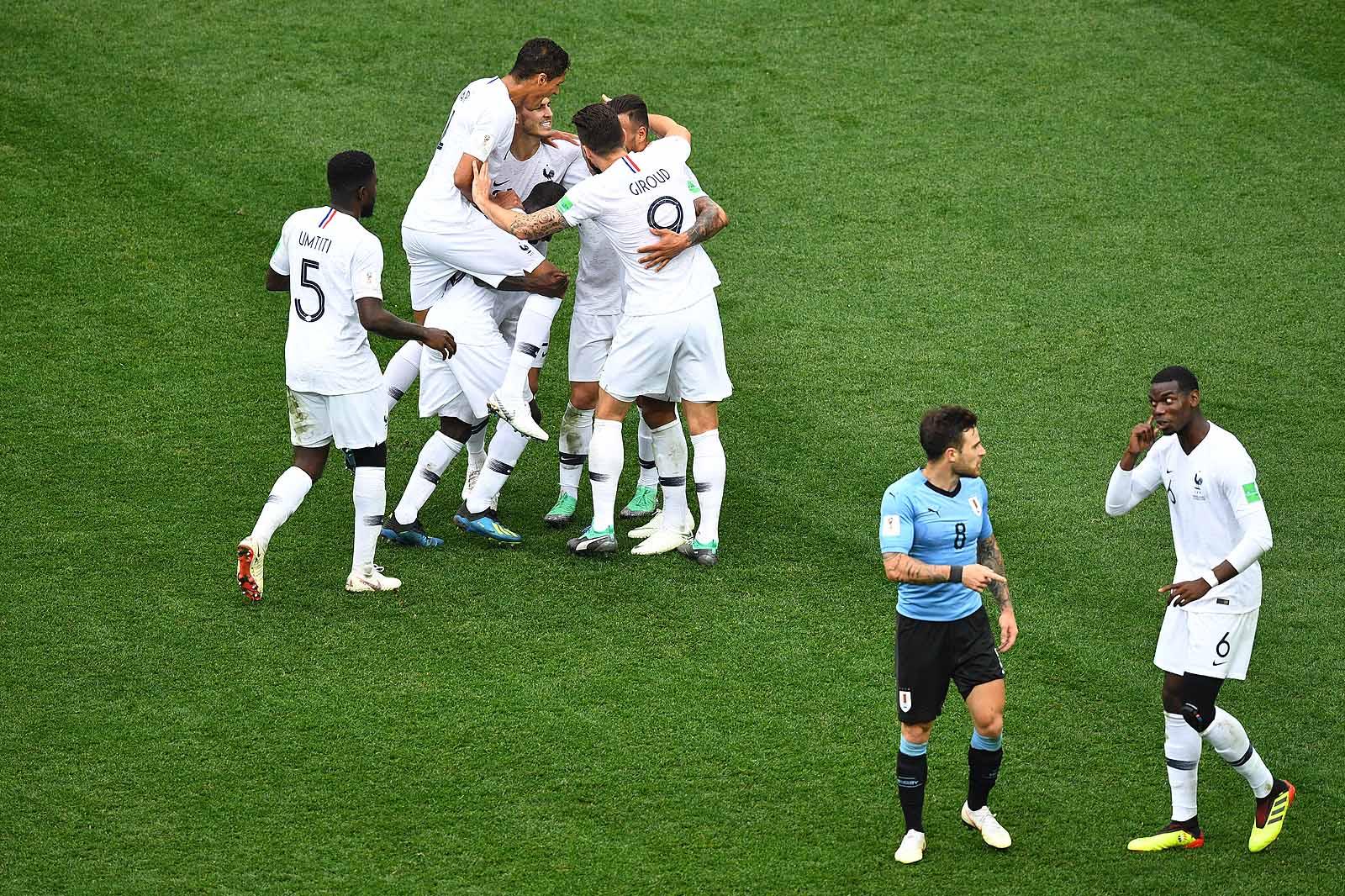 Jobb játékkal és szerencsével verte ki Franciaország Uruguayt