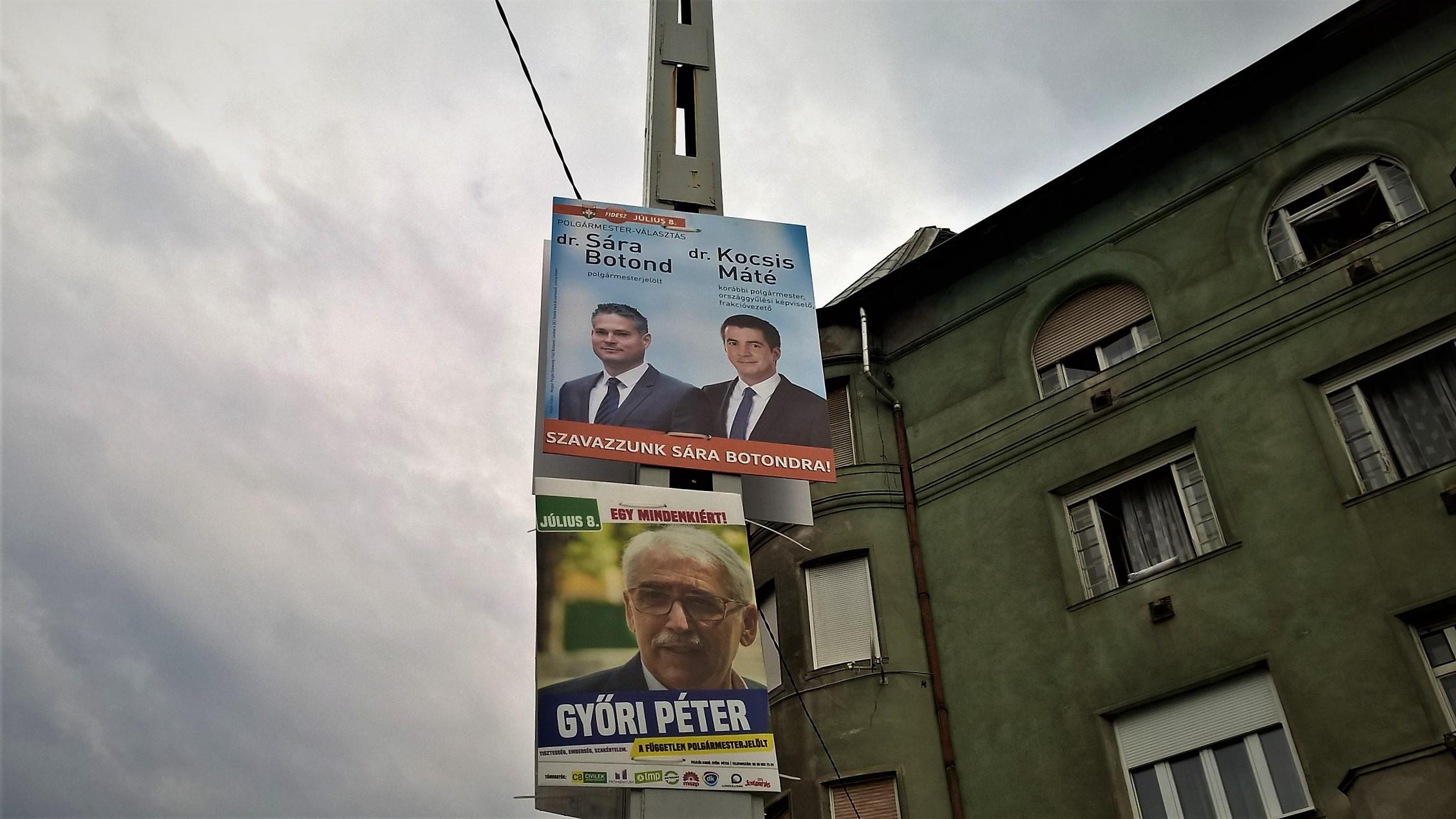 Pert nyert az MSZP, ingyen lehet kitenni a választási plakátokat a budapesti villanyoszlopokra