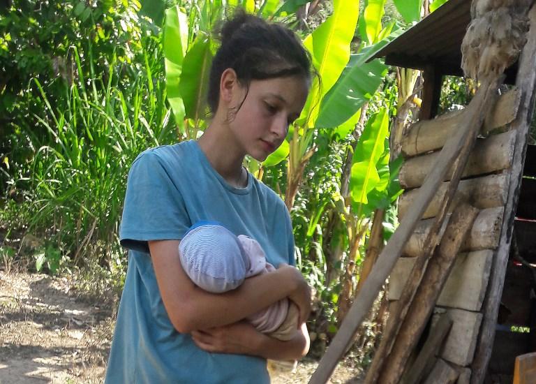 18 éves lányokat fűzött be az őserdőben lapuló szektavezér, hogy népesítsék be vele a Földet