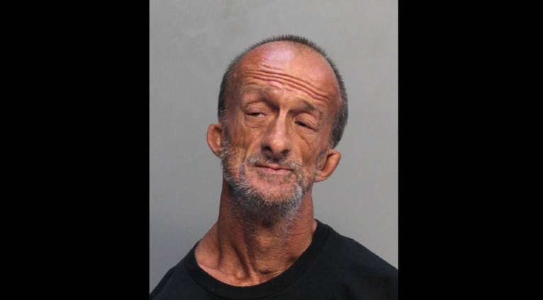 Miamiban letartóztattak egy kar nélküli férfit, mert leszúrt egy turistát