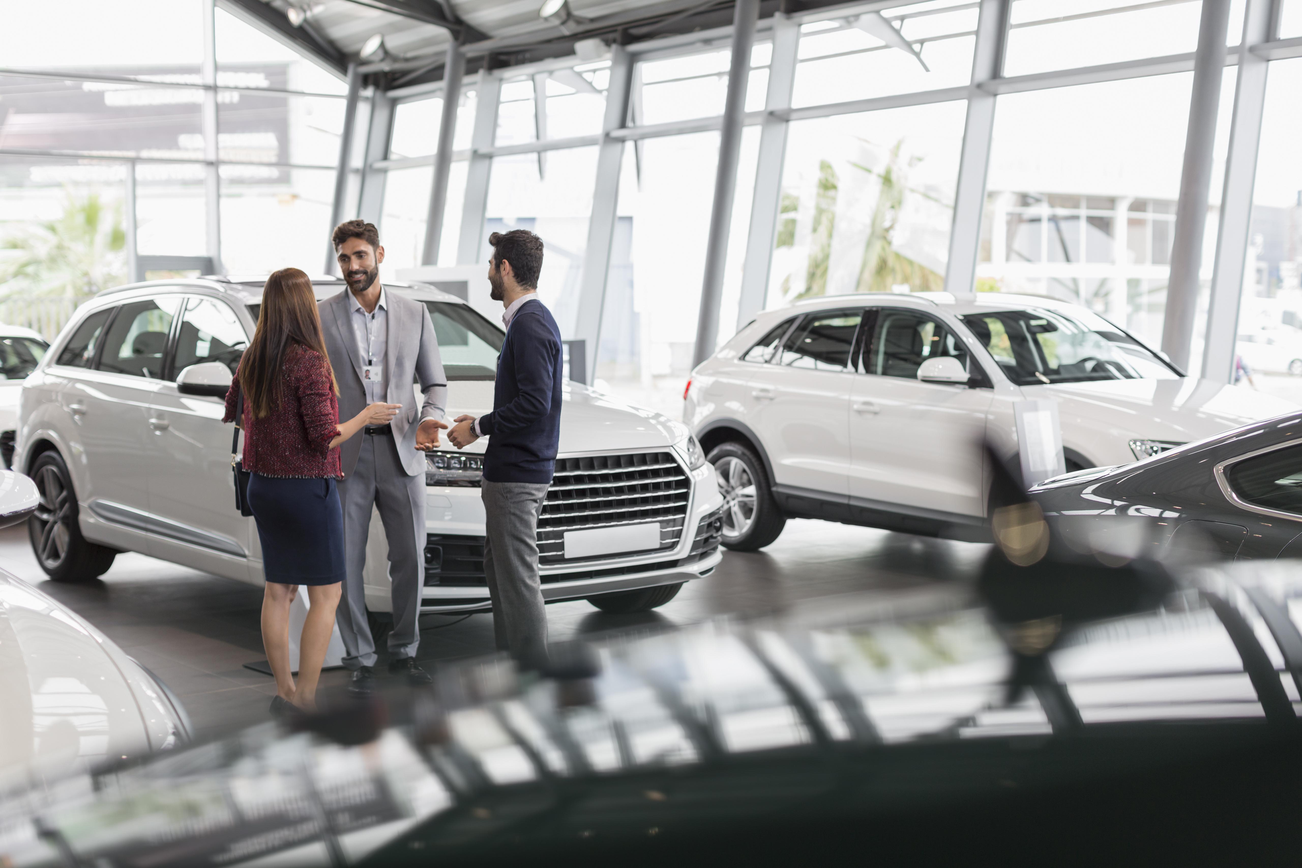 A forint tartós gyengülése miatt drágultak az új autók