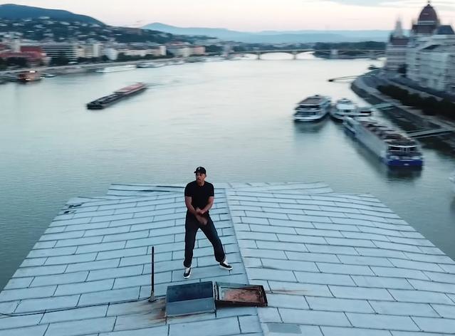 Will Smith felmászott táncolni a Lánchíd tetejére