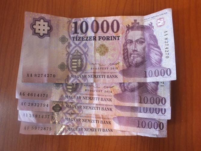 Újabb történelmi mélypont: 335,3 forintba is került egy euró
