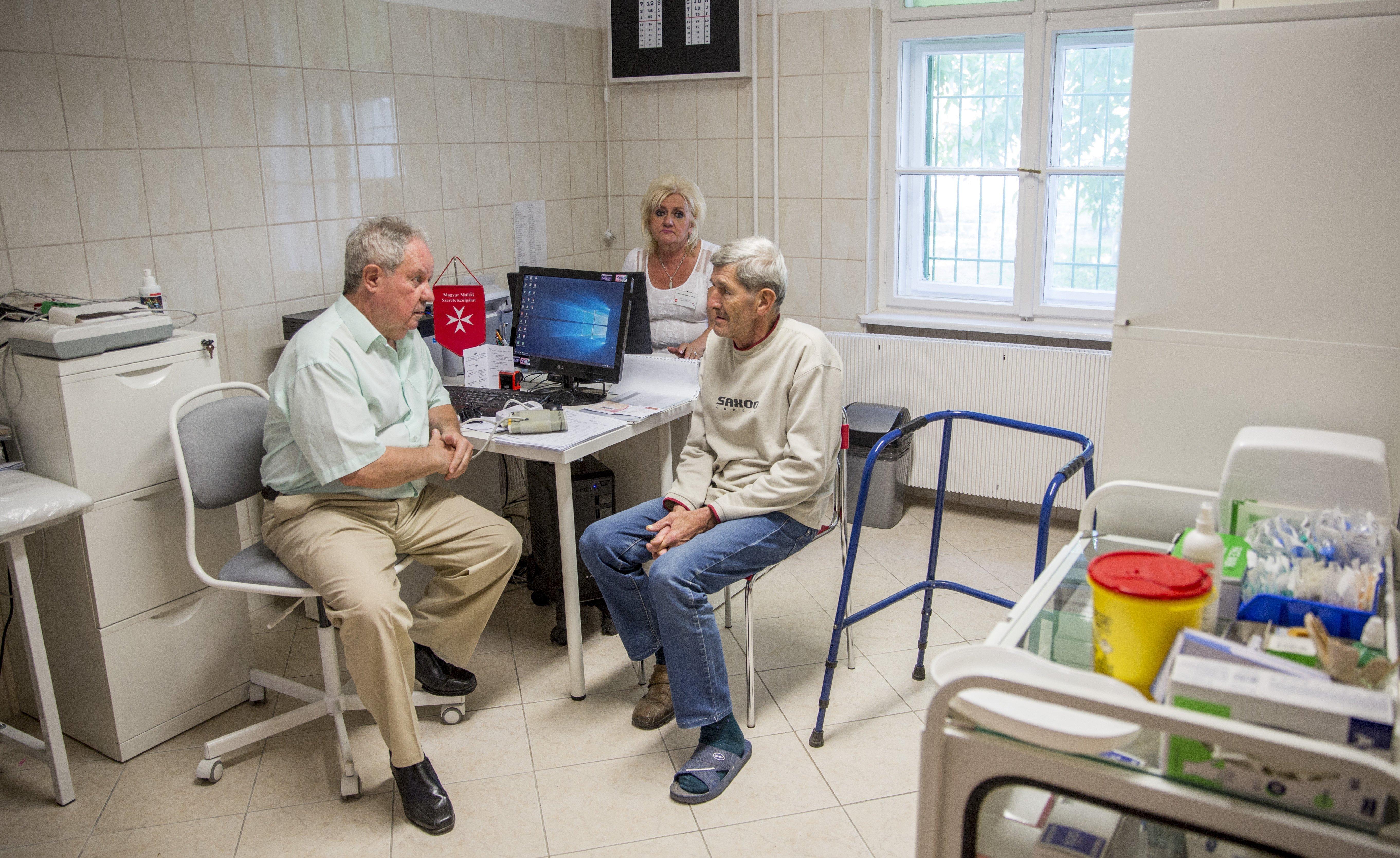 Közel négyszázezer ember nem jut közvetlen háziorvosi ellátáshoz
