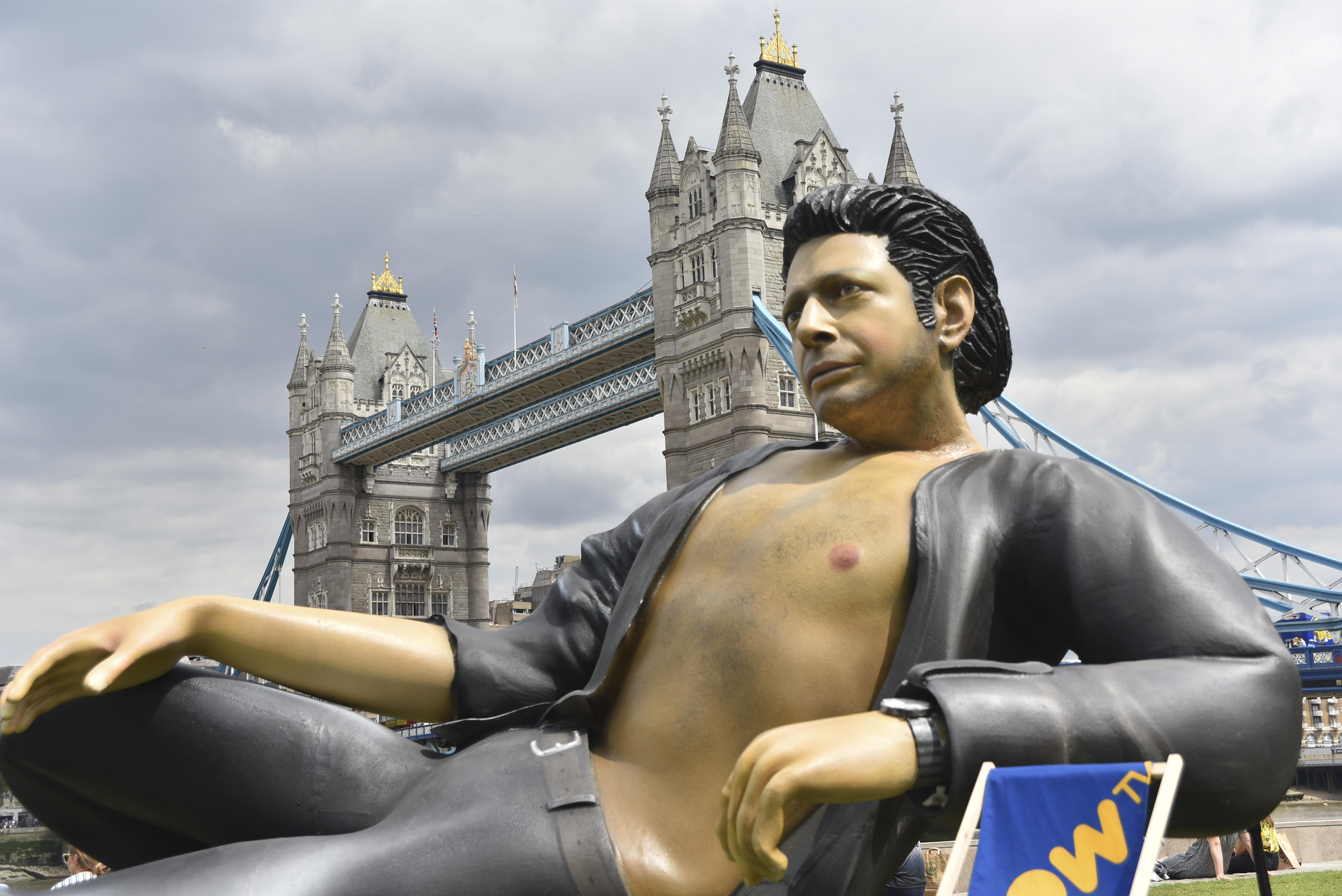 Akkora Jeff Goldblum-szobor készült, ami még egy dinót is megriasztana