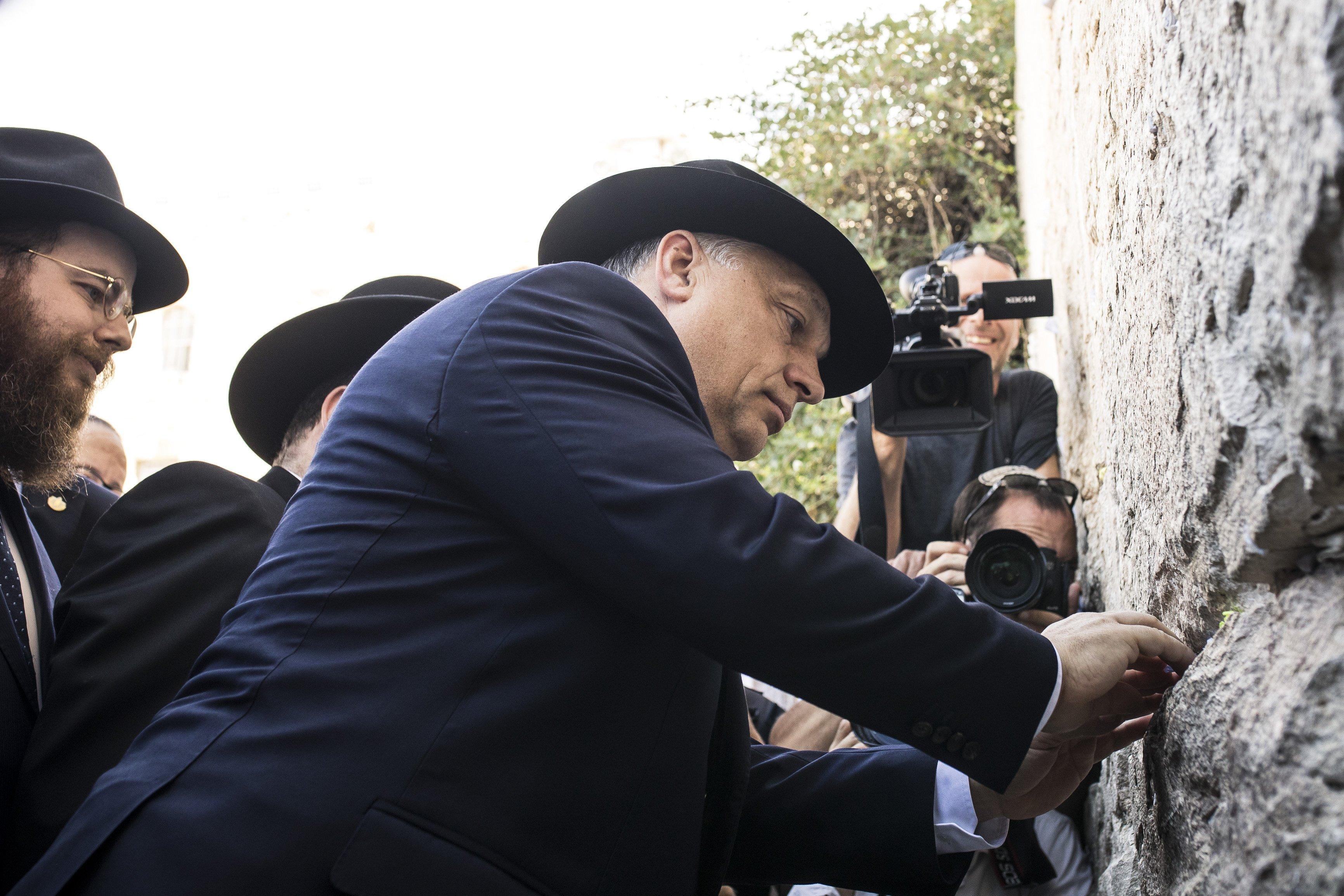 """Radnóti rabbi Köves Slomónak: """"Bármennyit is mosolyogsz rájuk, nekik csak egy migráns leszel"""""""