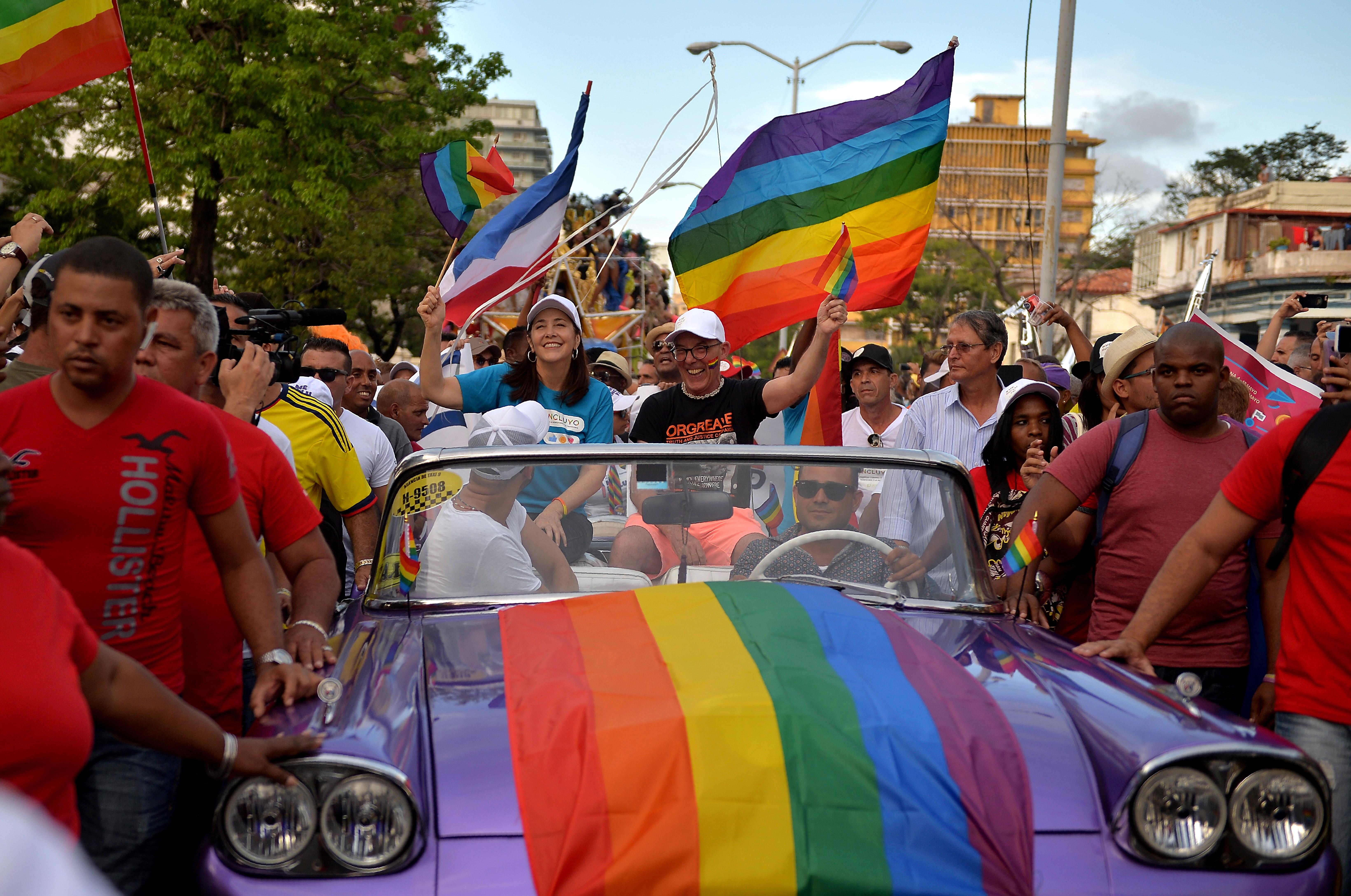 Jöhet az azonos neműek házassága Kubában