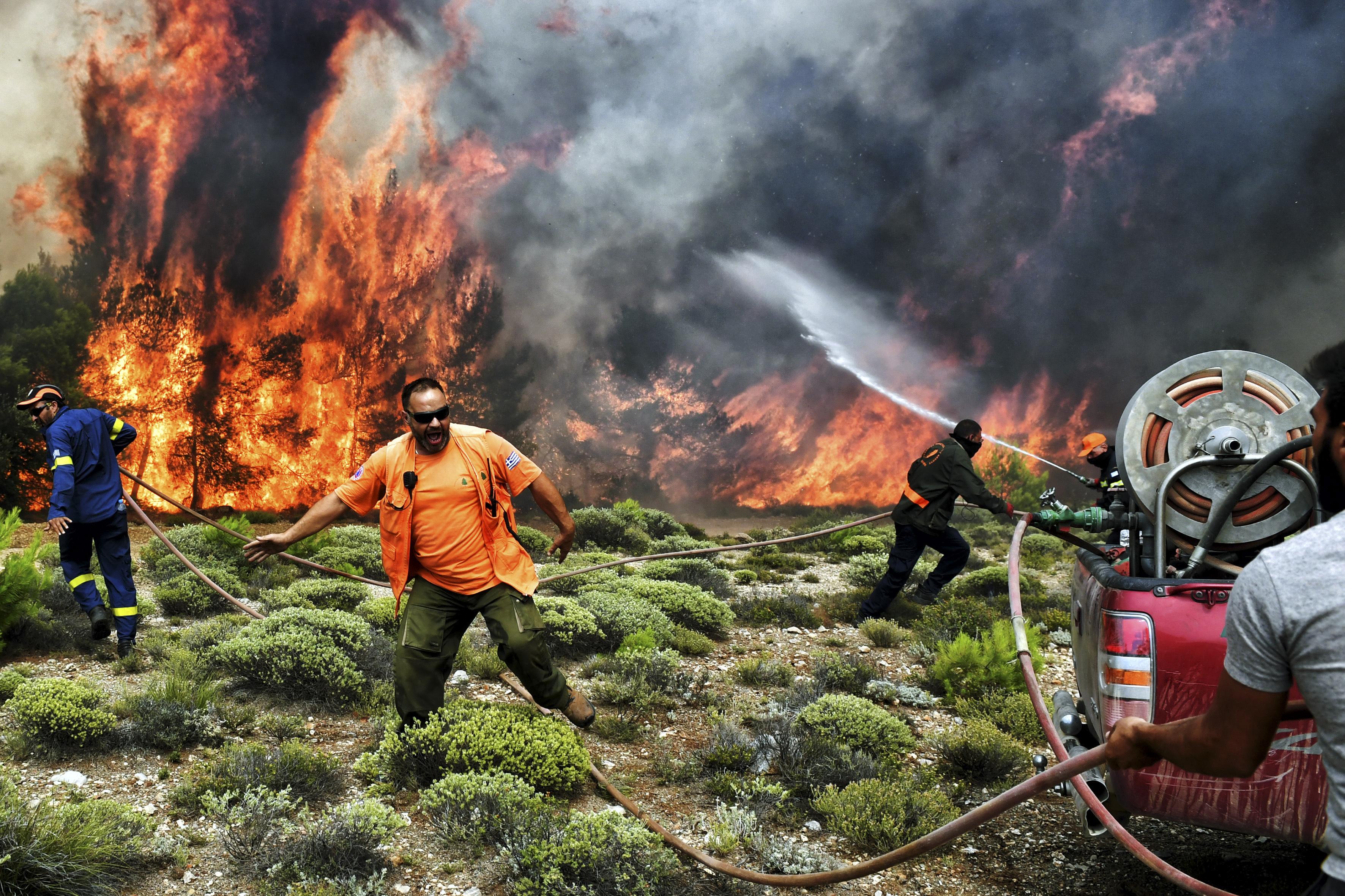 A görög kormányfő vállalja a politikai felelősséget az erdőtüzekért
