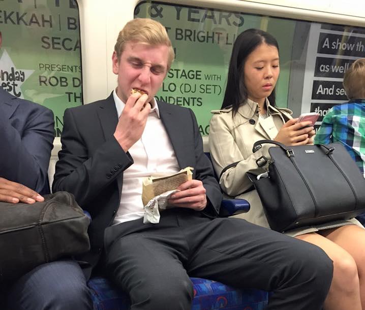 Szavazhatnak az utasok, melyik kajákat tiltanák ki a bécsi metróról