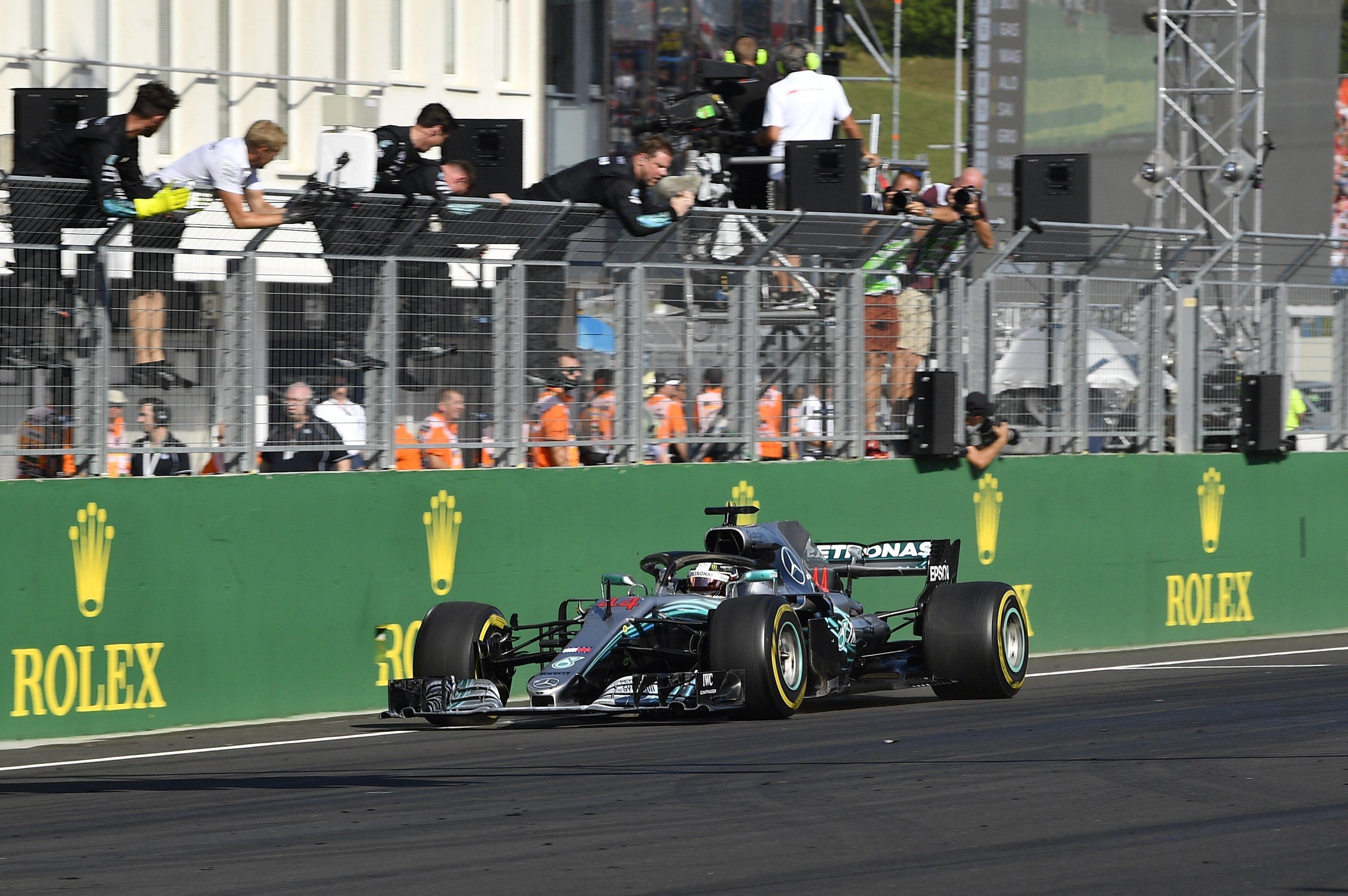 Lewis Hamilton nyerte a Magyar Nagydíjat