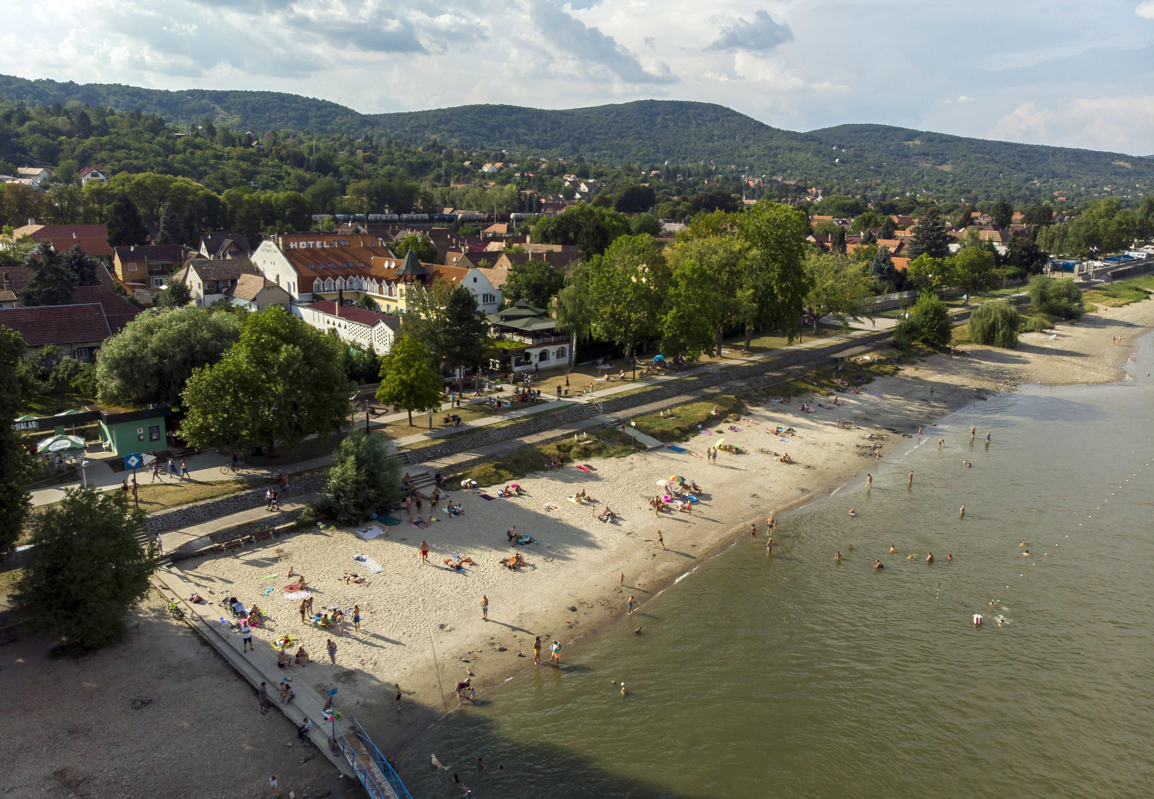 Teljes települészárak: Nagymarost húsvétra teljesen lezárják a nem helyi lakosok elől, Zebegényt és Nagykovácsit is