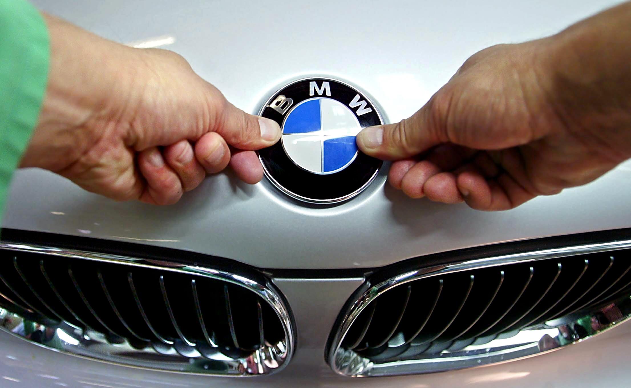 Több mint 135 milliárd forintot nyom a kormány a debreceni BMW gyár infrastruktúrájába