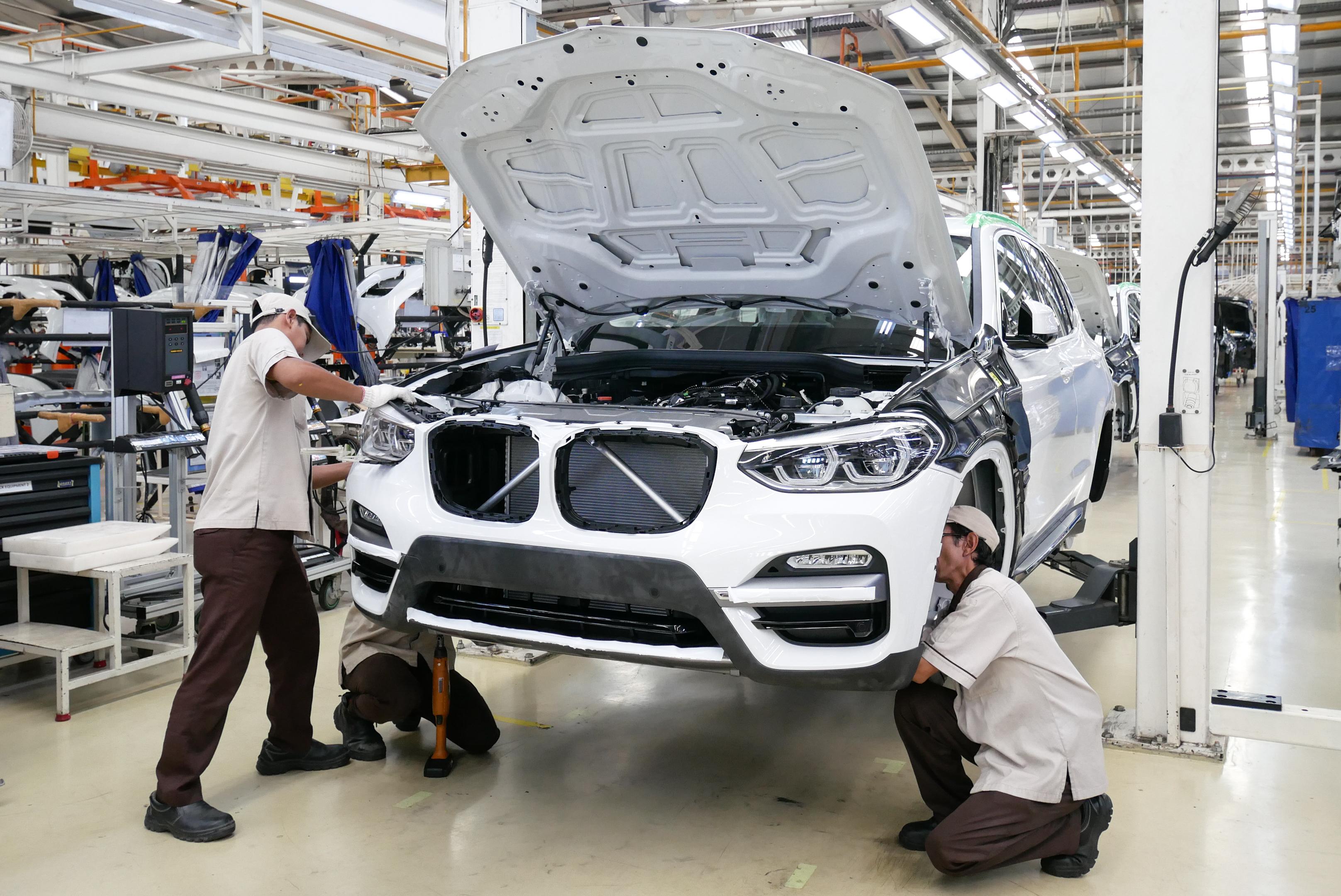 Elindult és zajlik a debreceni BMW-gyár építése
