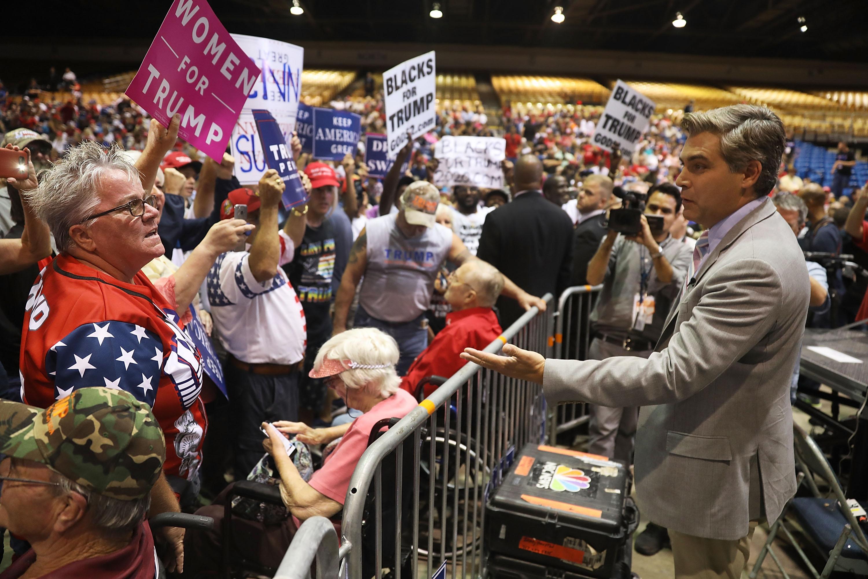 Miközben Trump a sajtót gyalázza, az emberek egyre inkább bíznak az újságokban