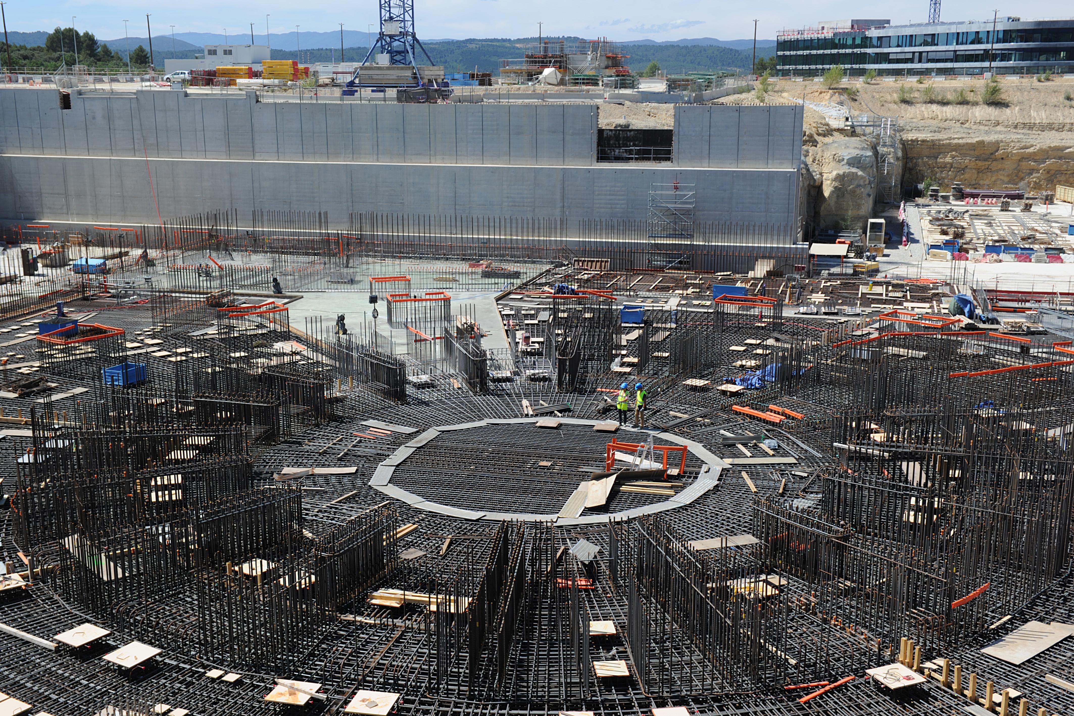 Olyan meleg van, hogy három francia atomerőmű négy reaktorblokkját is leállították a folyók védelmének érdekében