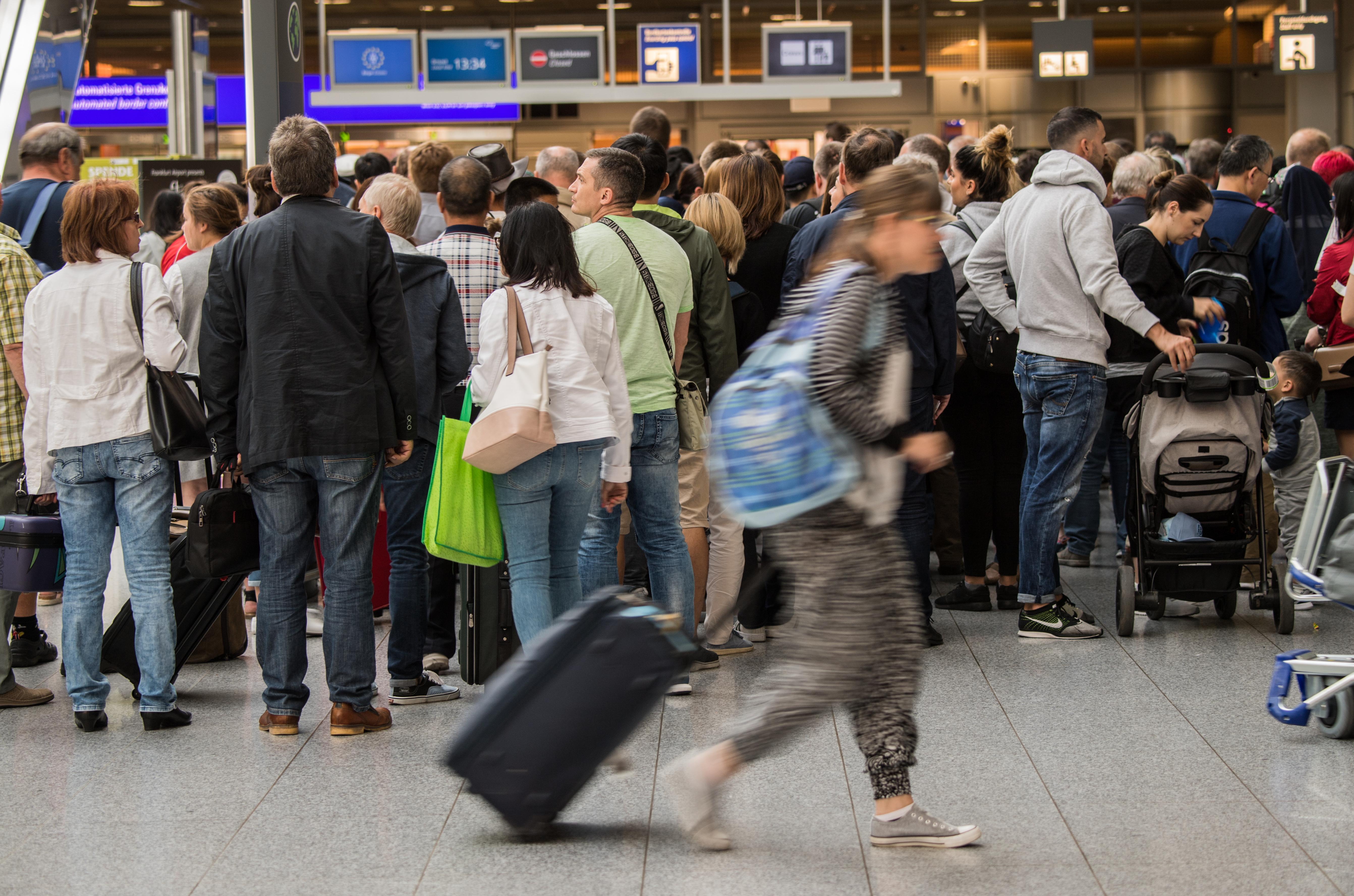Lezárta a rendőrség a frankfurti reptér egy részét