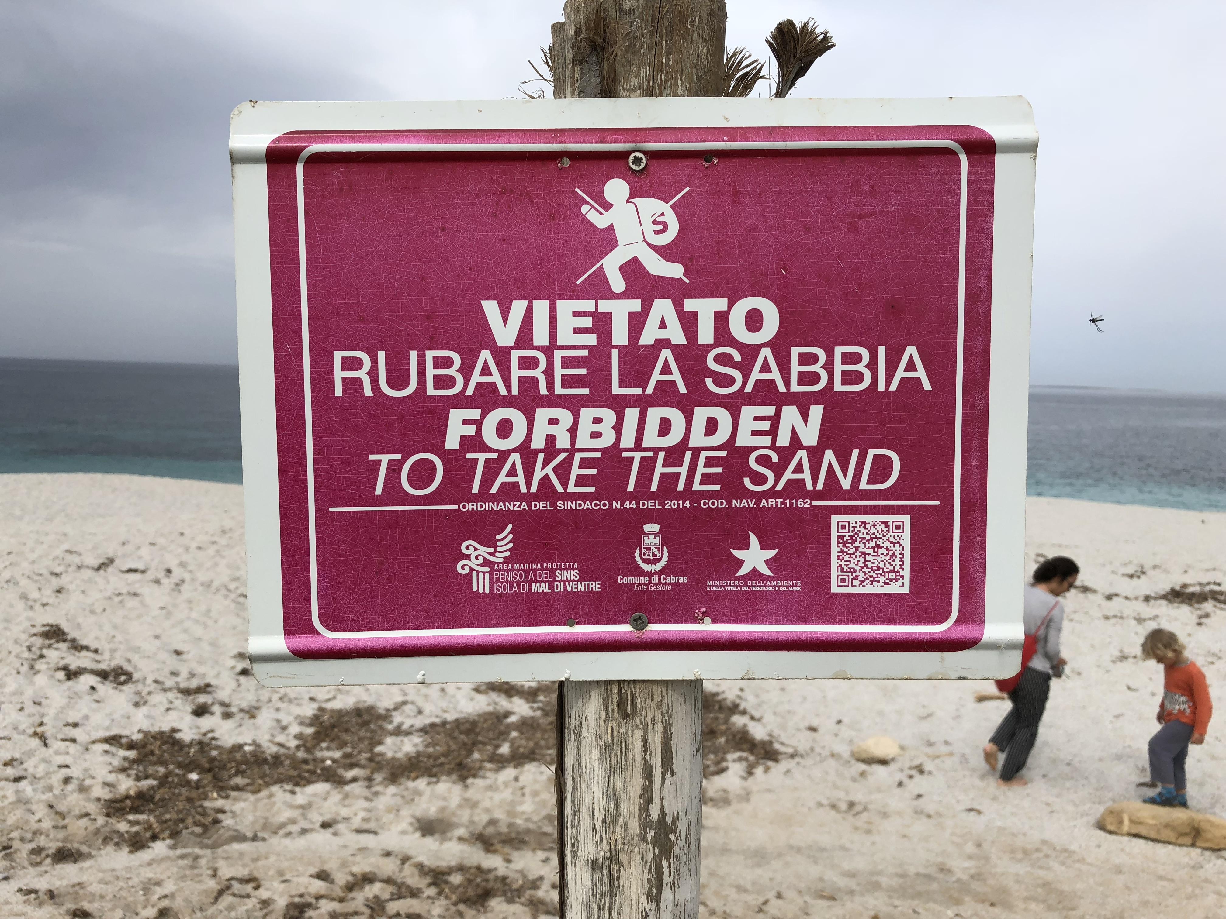 Negyven kiló homokkal csíptek el Szardínián egy francia párt