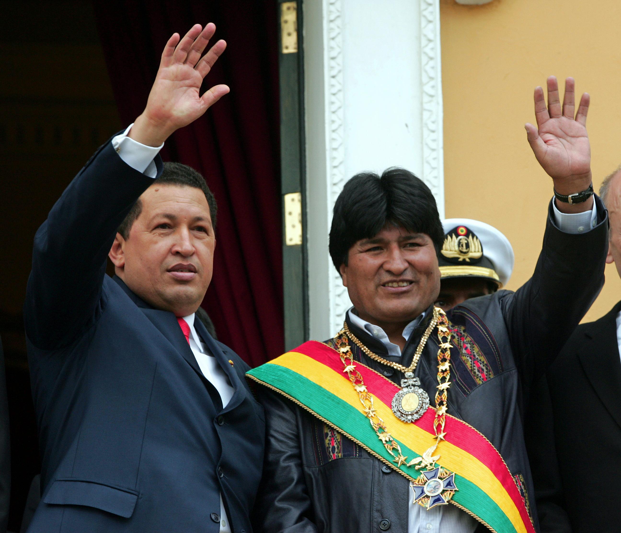 A bolíviai nemzeti jelképeket kilopták egy katonatiszt kocsijából, miközben az beugrott egy bordélyba