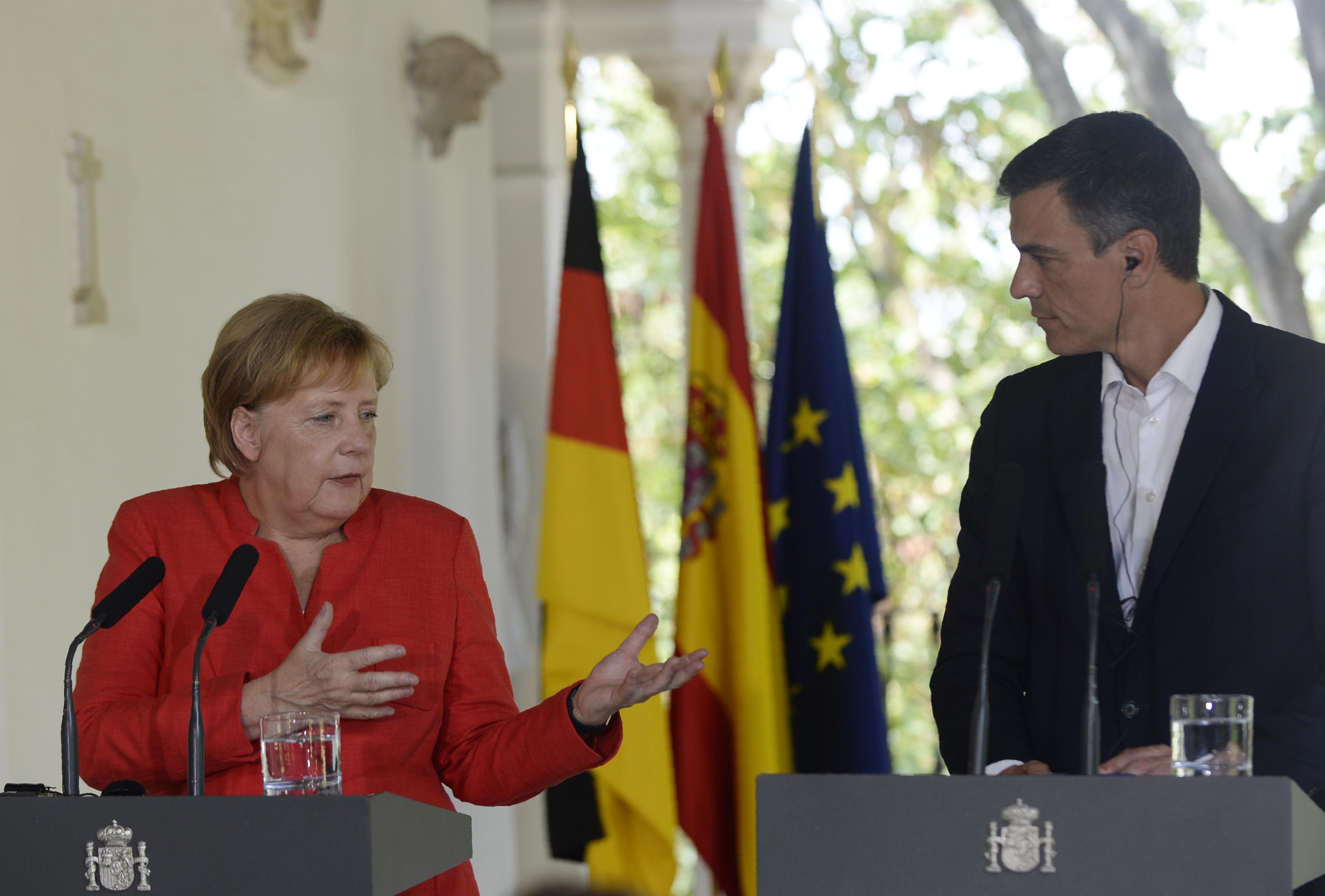 Merkel és Sánchez: Együtt kell működni Afrikával