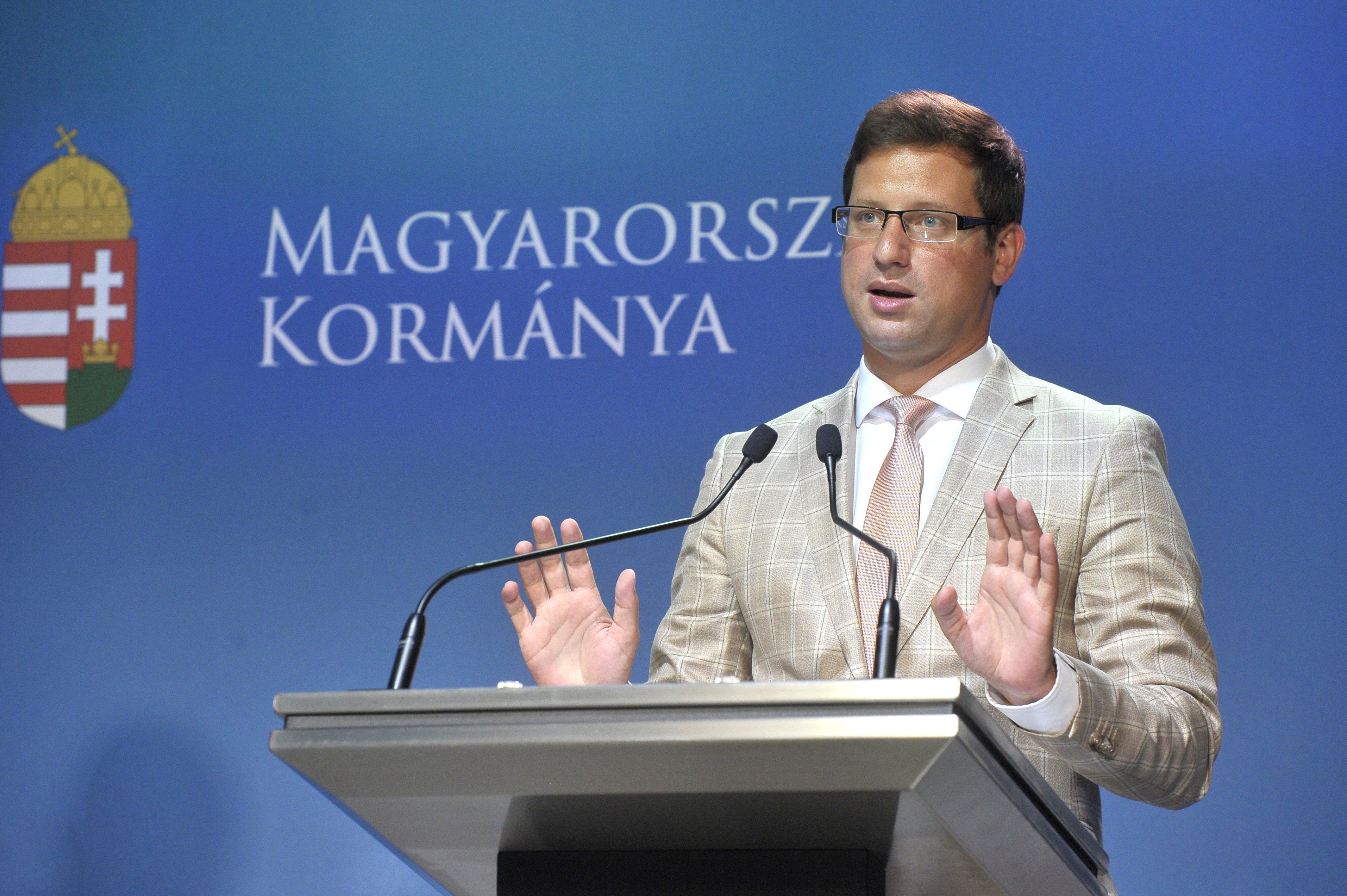 Gulyás Gergely szerint se az SZFE, se a tesztelés, se a Szuperkupa ügyében nem a kormánynak kell döntenie