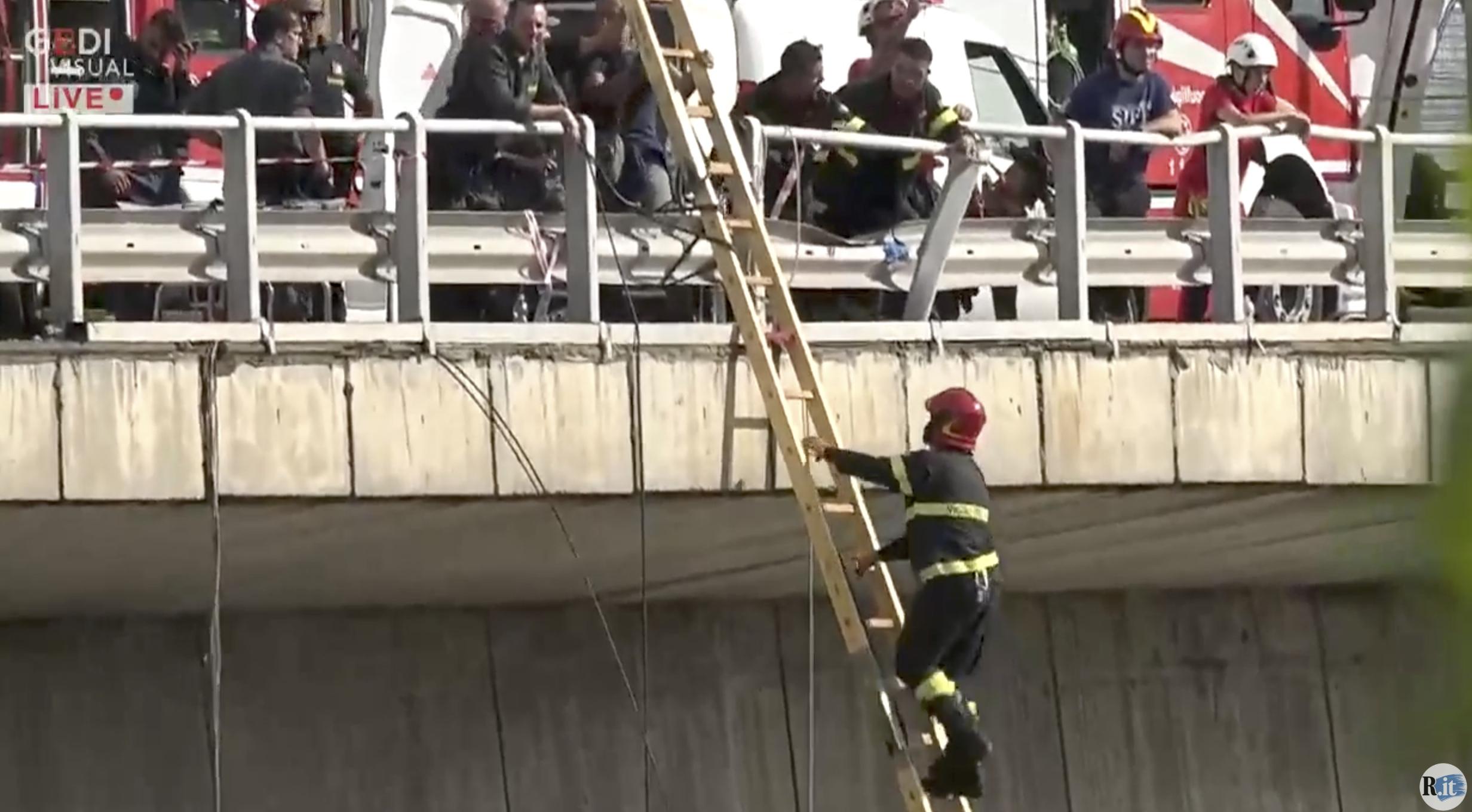 Összesen 20 ember ellen nyomoznak a genovai autópályahíd összeomlása miatt