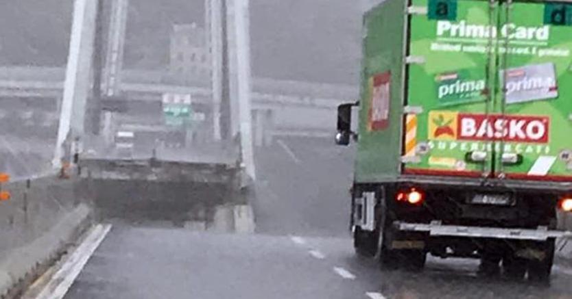Sokkos állapotban a sofőr, aki előtt leomlott a genovai híd